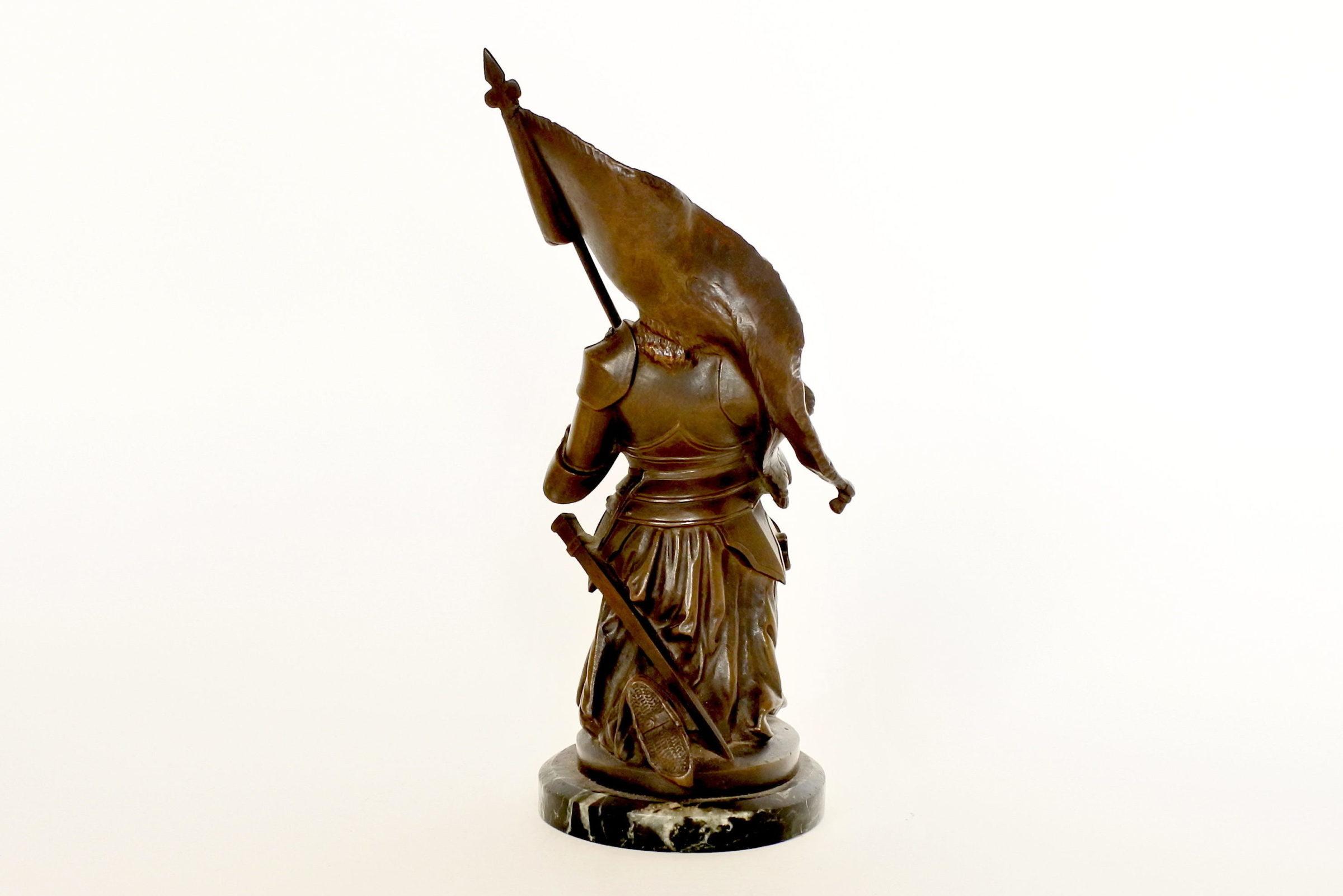 Statuina di Giovanna d'Arco in bronzo patinato su base in marmo - 3