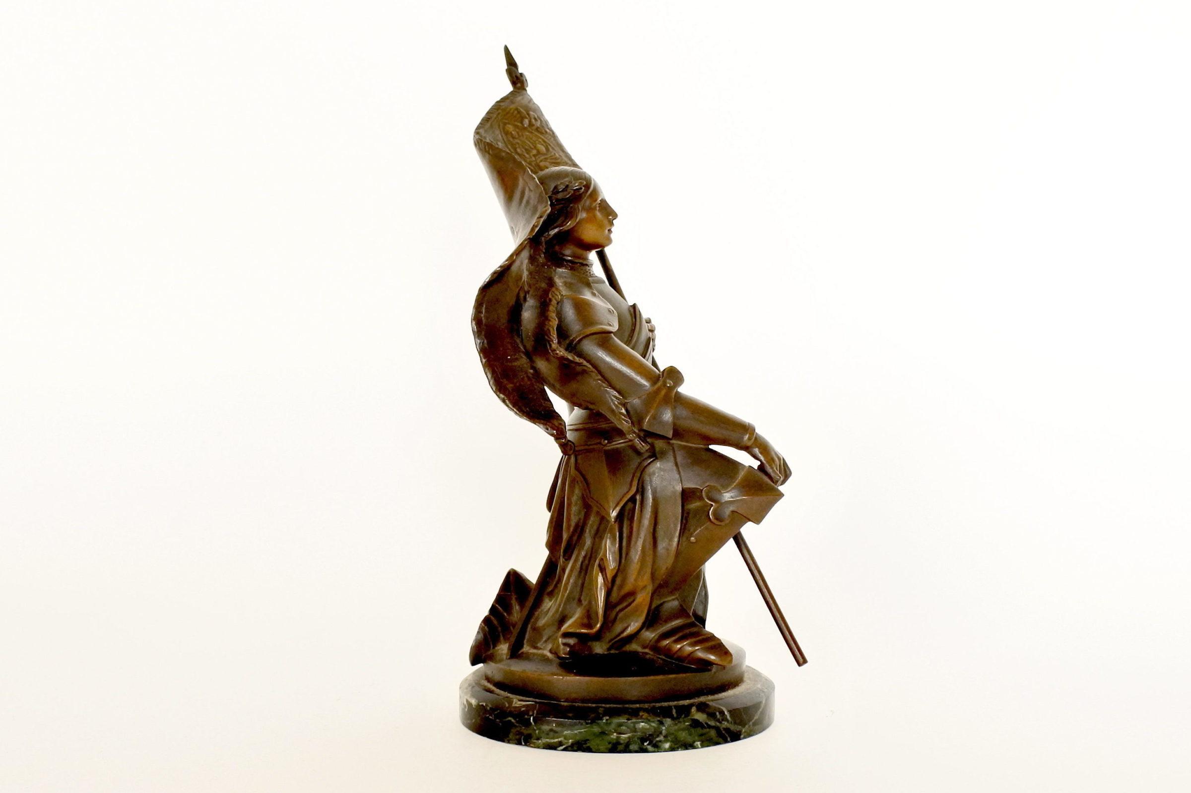 Statuina di Giovanna d'Arco in bronzo patinato su base in marmo - 4
