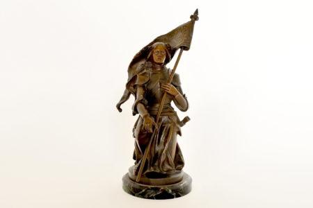 Statuina di Giovanna d'Arco in bronzo patinato su base in marmo