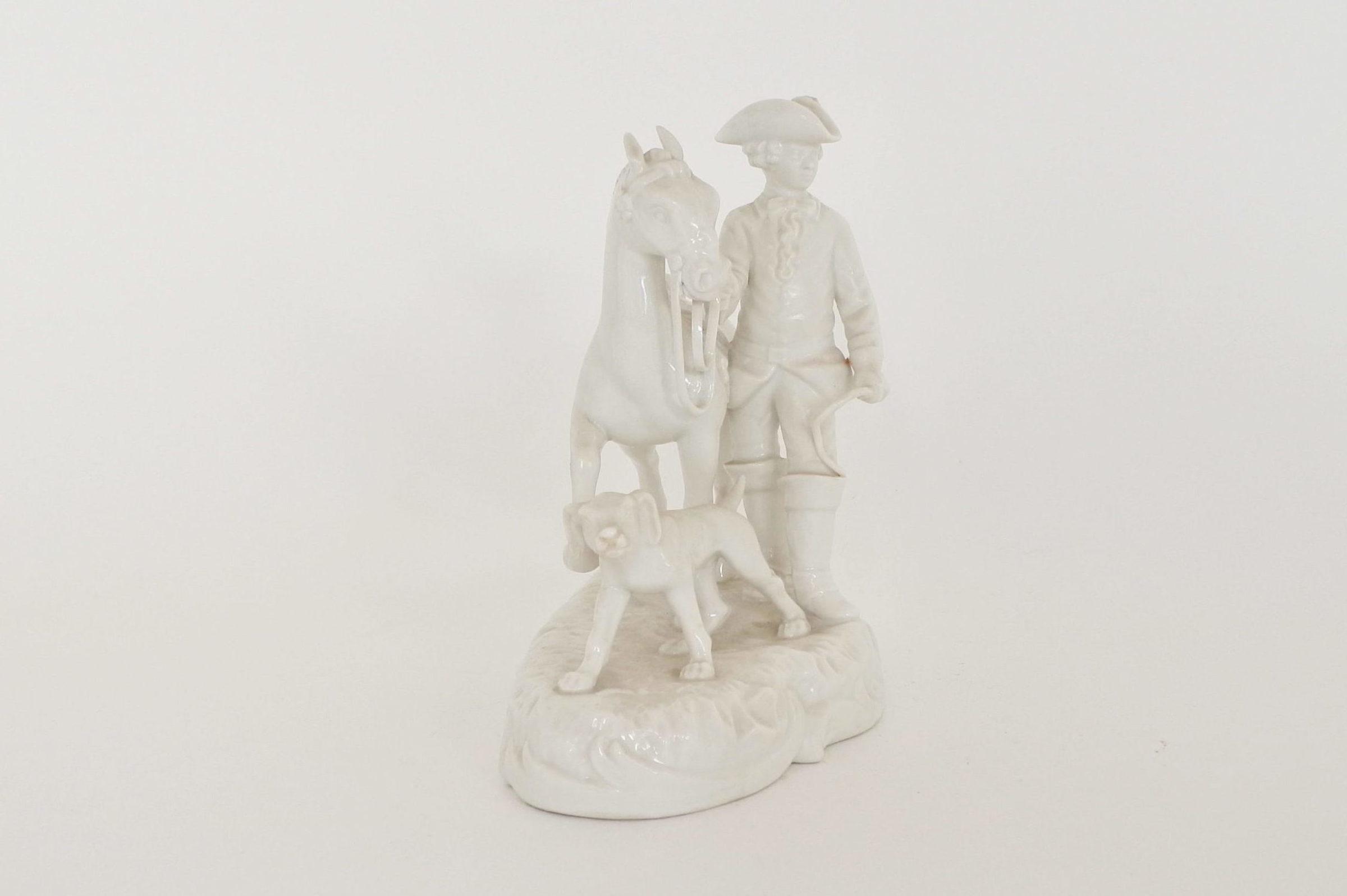 Statuina in porcellana bianca con cavaliere cavallo e cane - 2