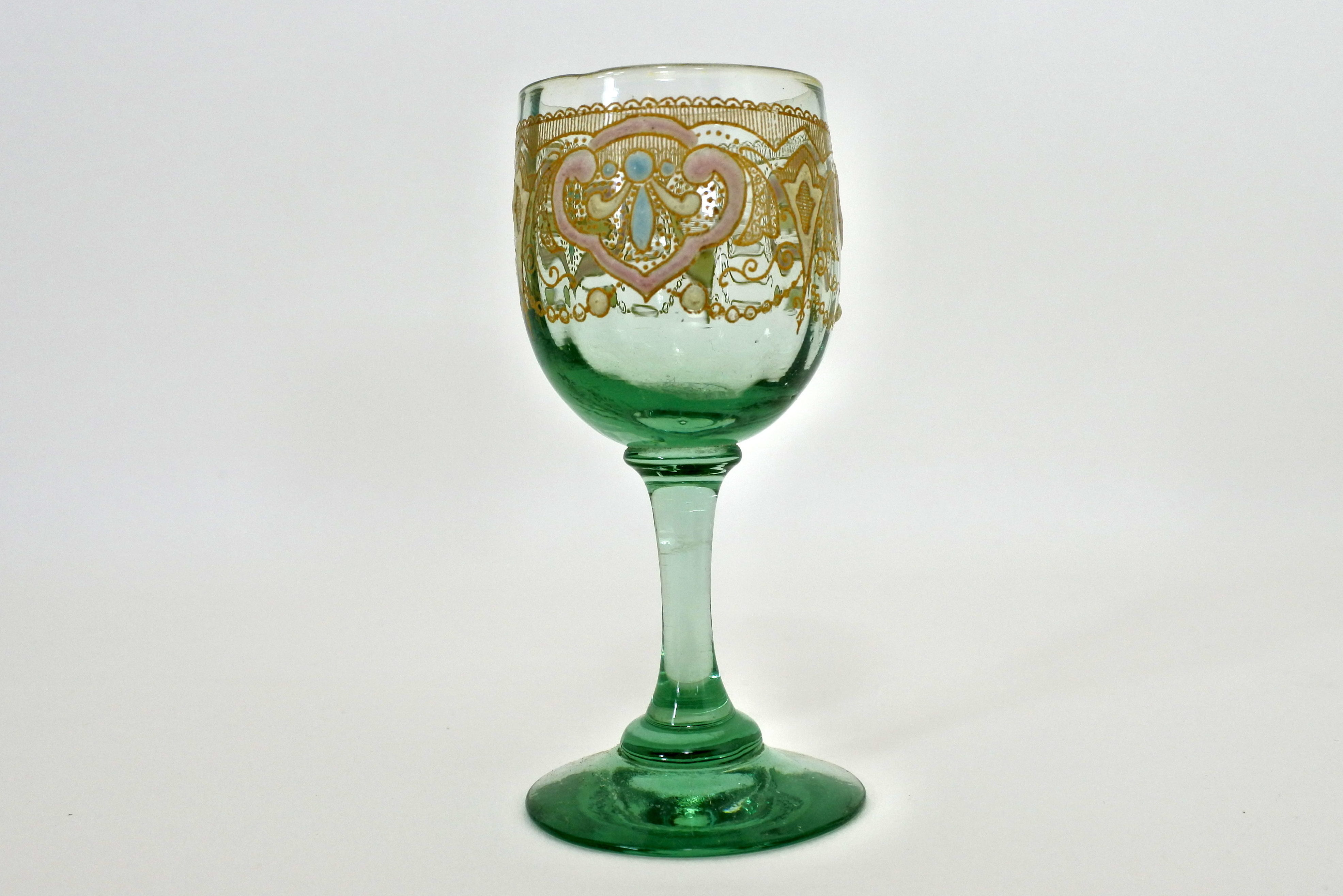 Bicchierino Legras in vetro soffiato verde con greca dorata e smalti