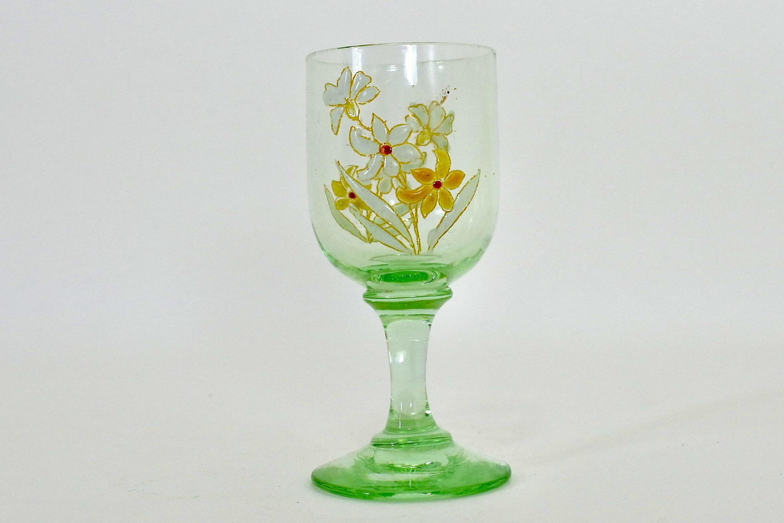 Bicchierino a calice in vetro soffiato e smalti con fiorellini - Altezza 8 cm