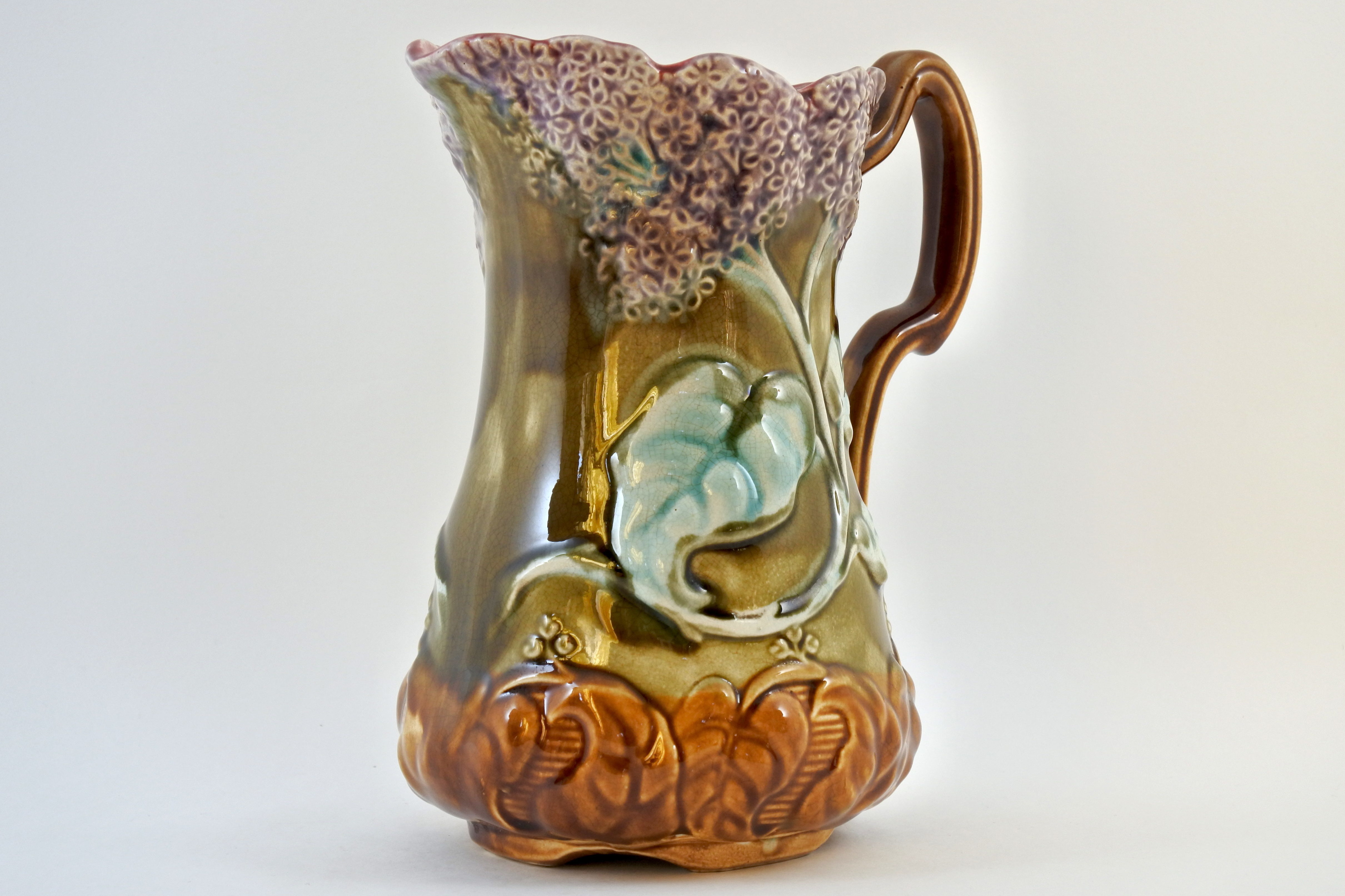 Brocca in ceramica barbotine con lillà - Onnaing n° 736