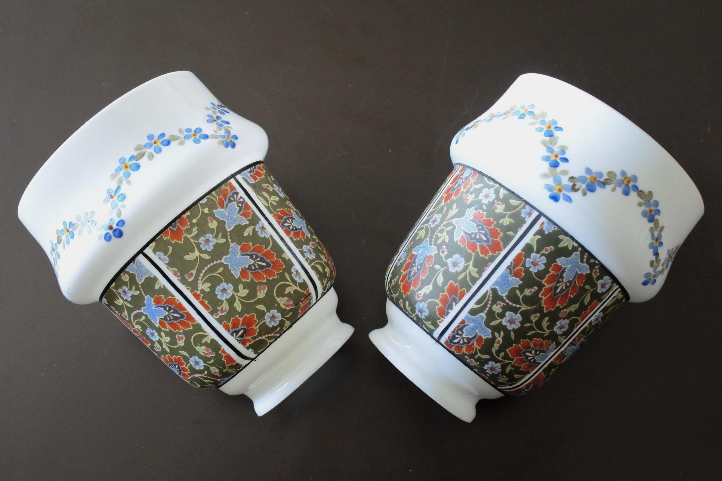 Coppia di tulipes per appliques in vetro opalino decorato con fiori - 3