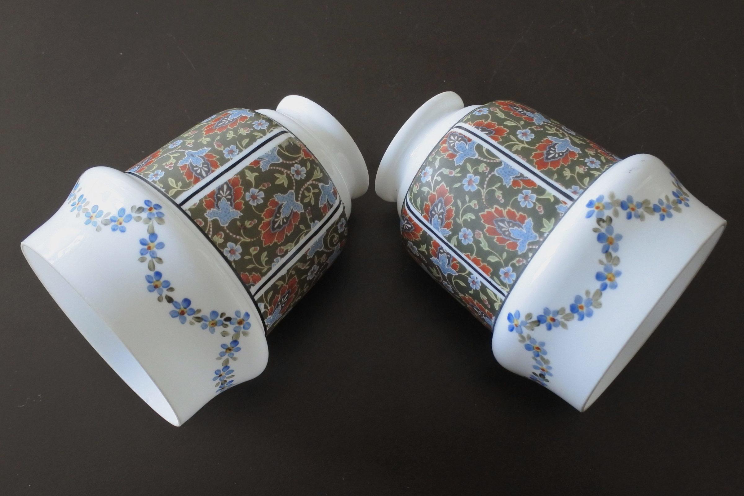 Coppia di tulipes per appliques in vetro opalino decorato con fiori - 4