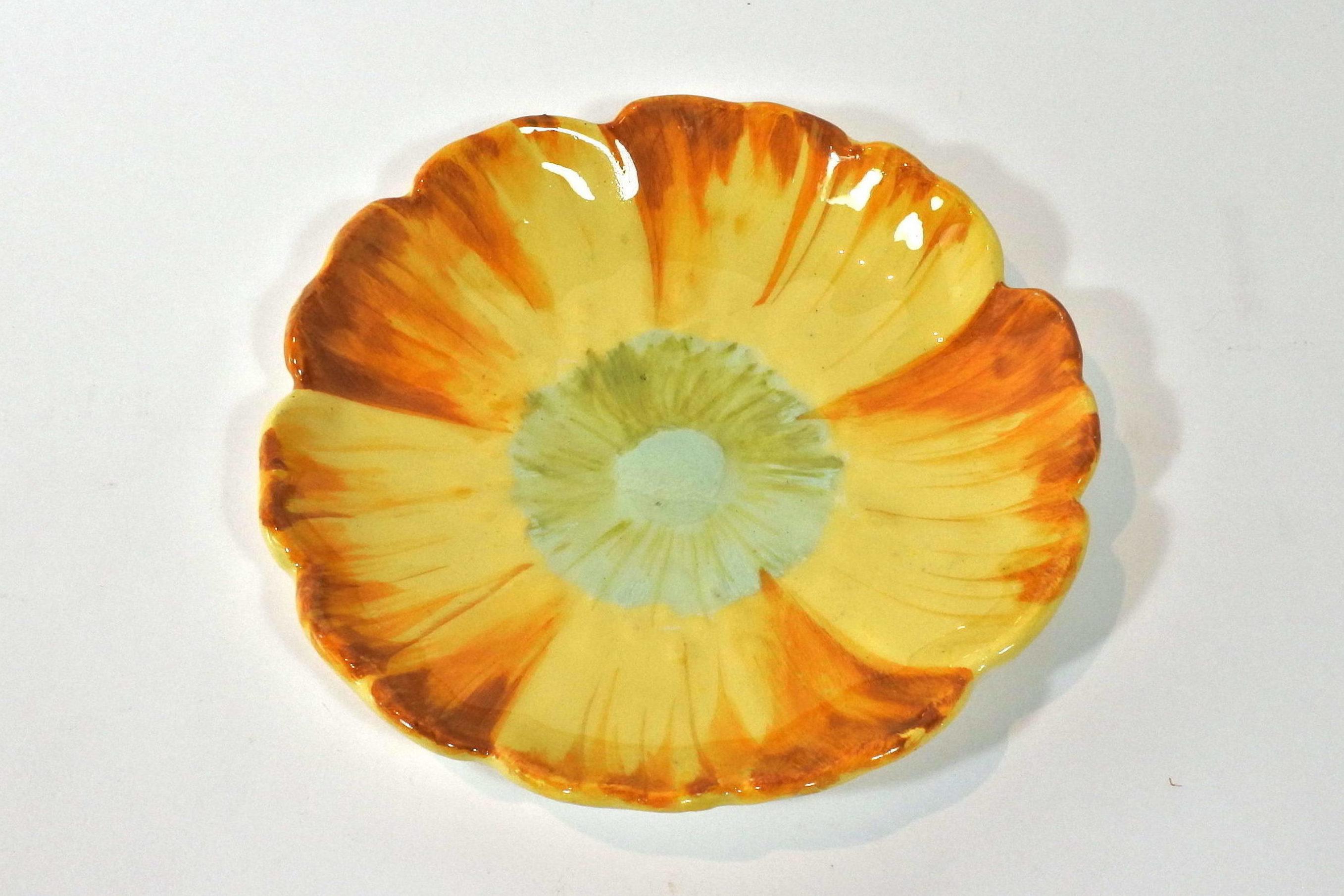 Piatto Massier in ceramica barbotine a forma di fiore