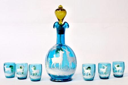 Servizio da liquore in vetro soffiato e smalti decorato con cervi