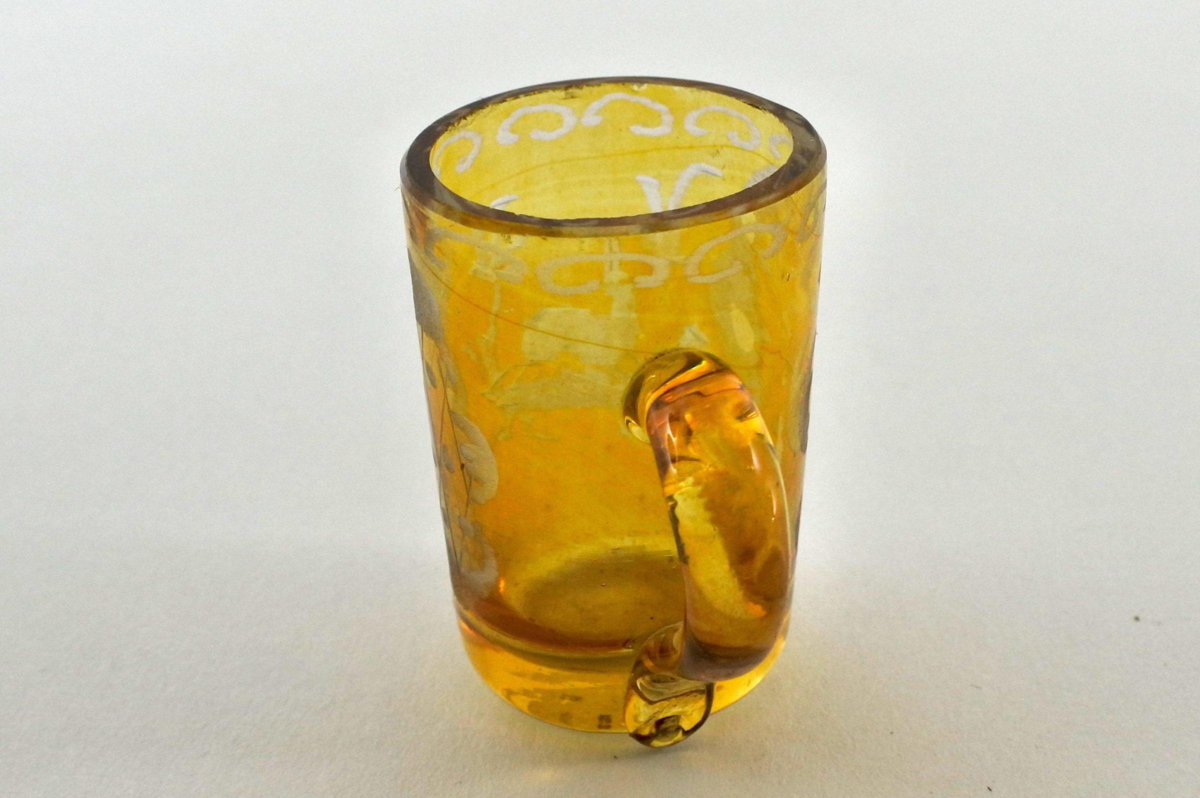 Bicchierino in vetro giallo soffiato e molato - 4