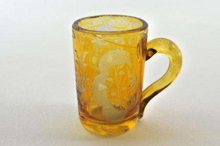 Bicchierino in vetro giallo soffiato e molato
