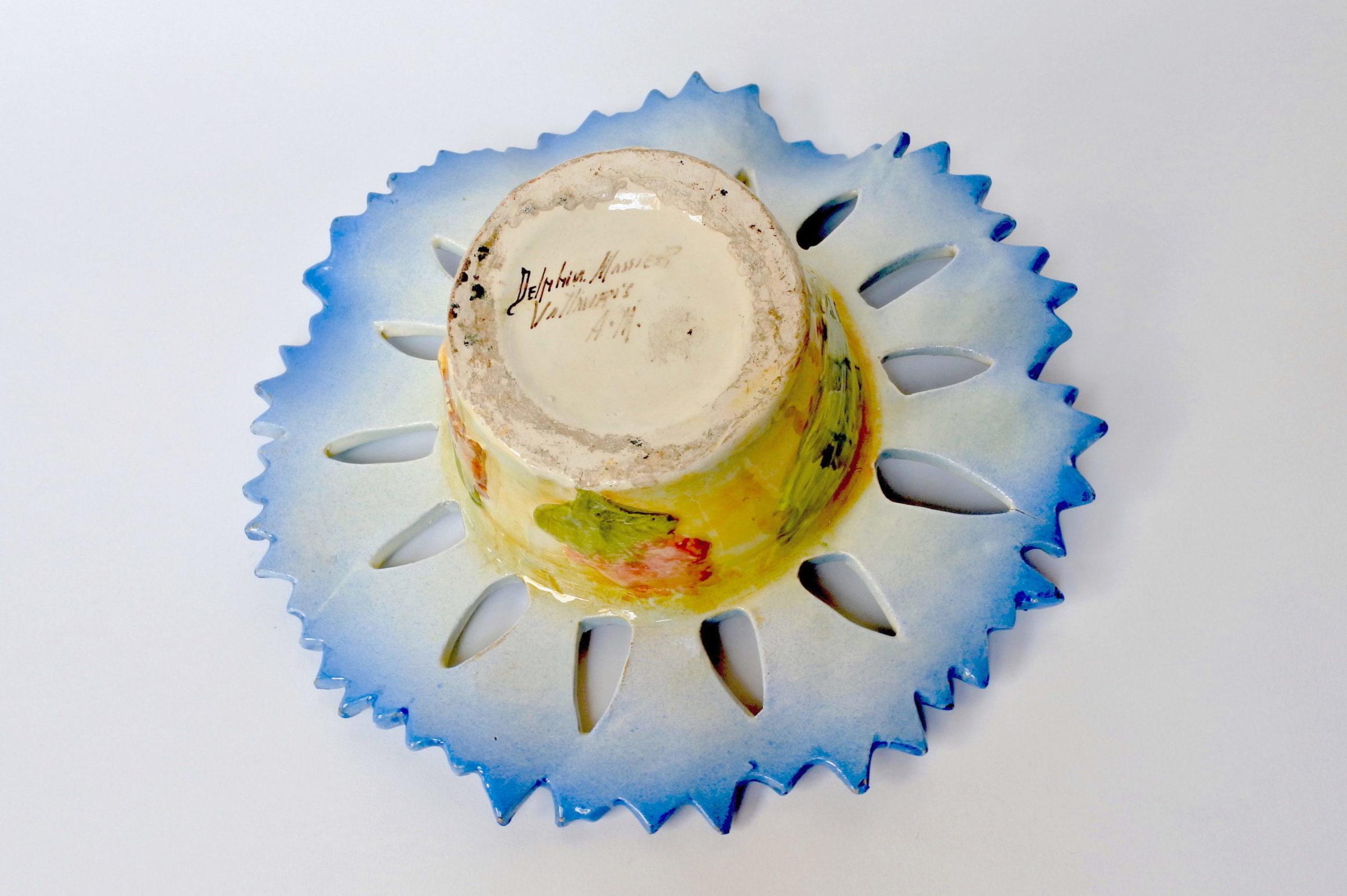Cache pot Massier in ceramica barbotine a forma di fiordaliso - 6