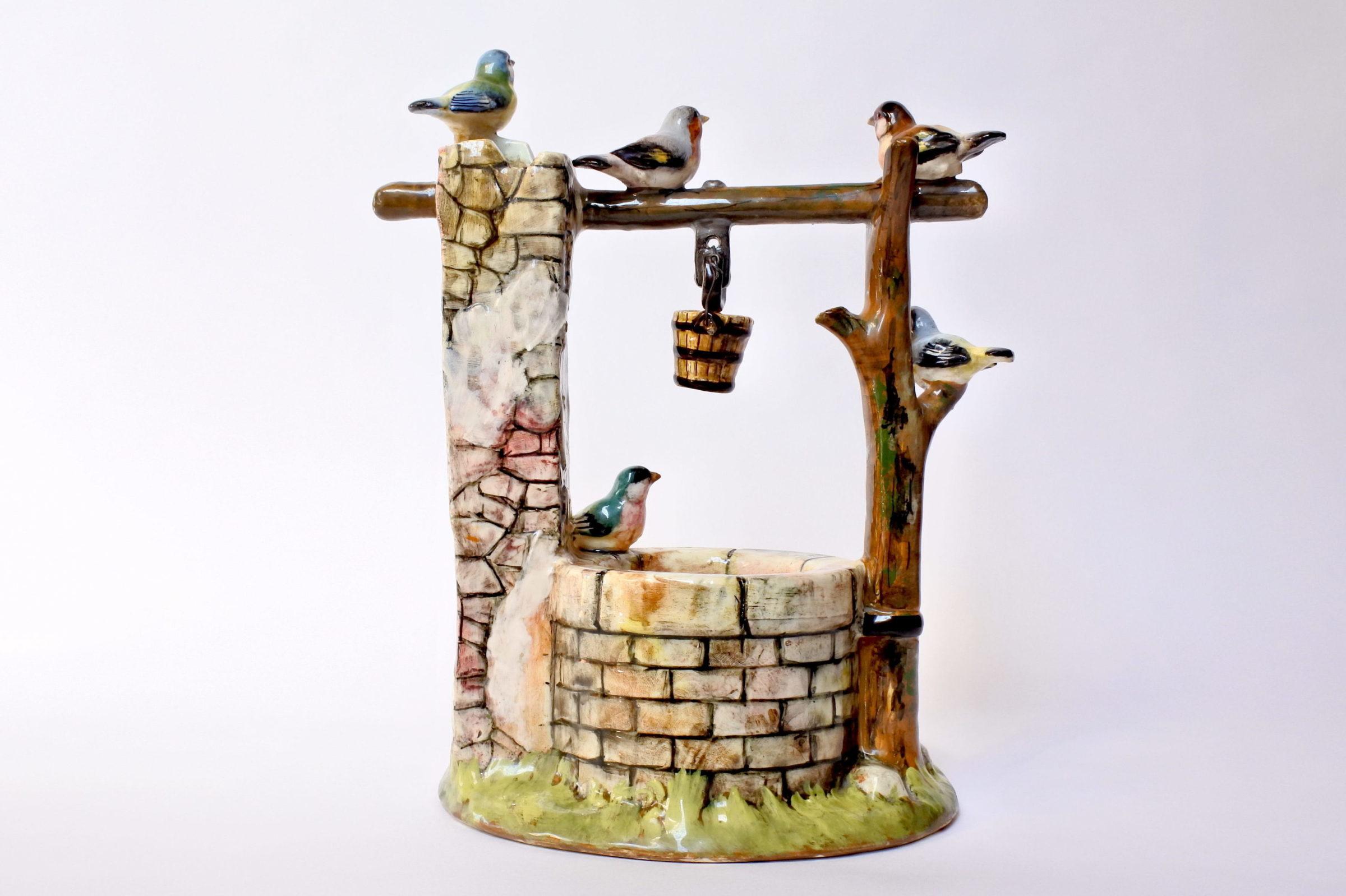 Jardinière Massier in ceramica barbotine a forma di pozzo con uccellini - 3