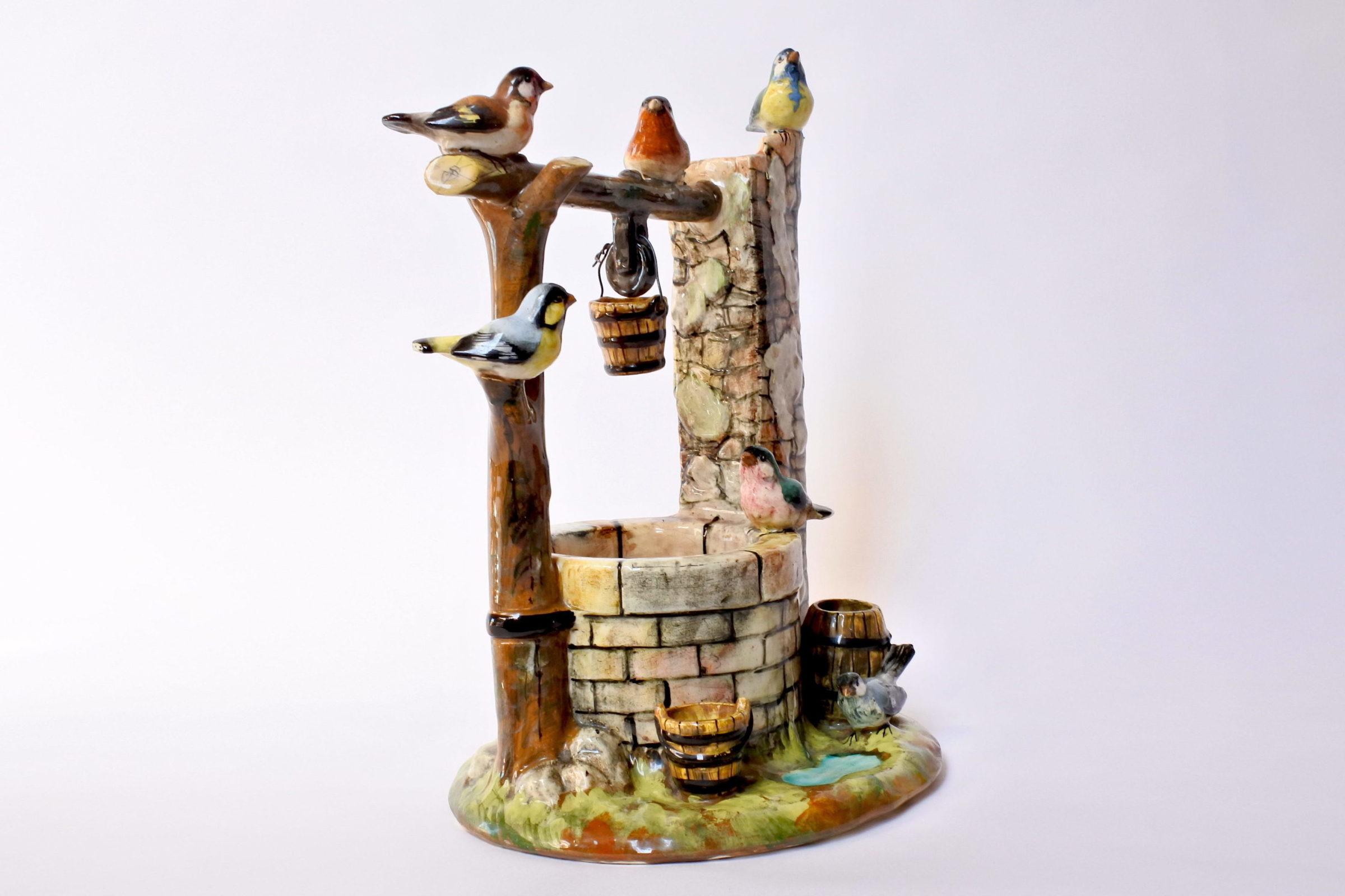 Jardinière Massier in ceramica barbotine a forma di pozzo con uccellini - 4
