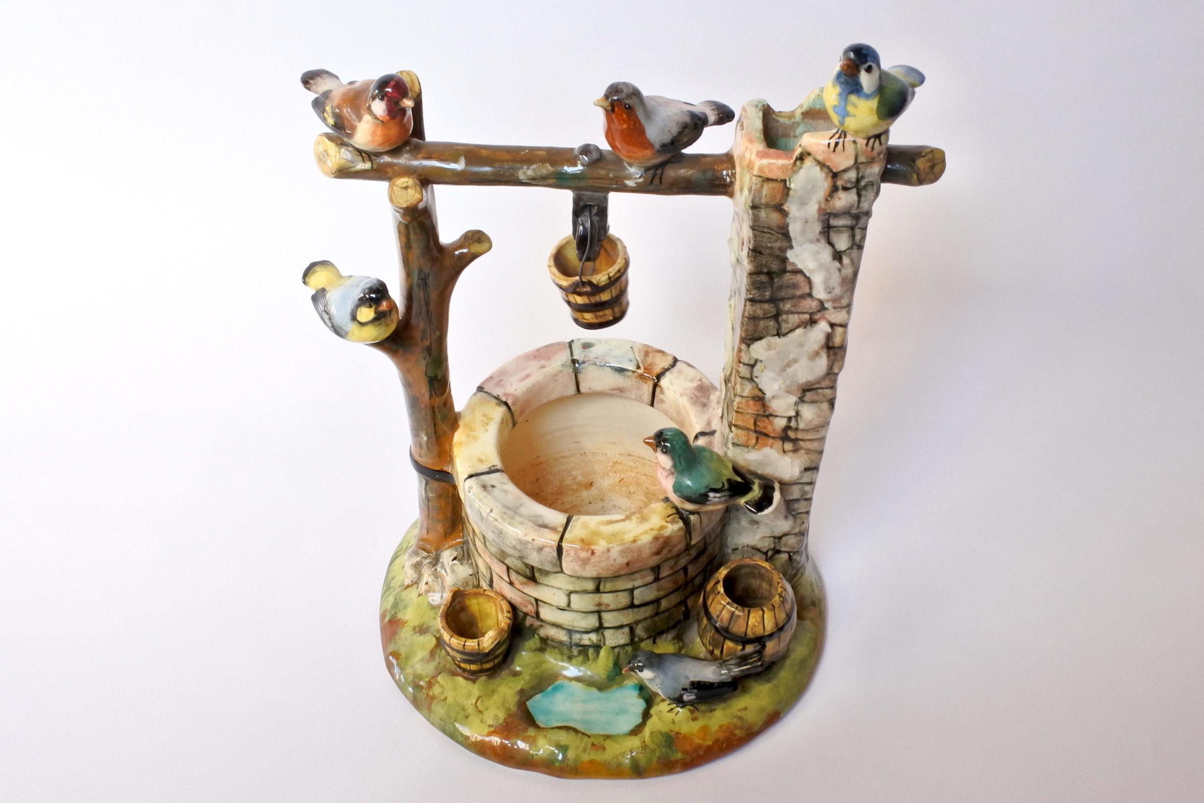 Jardinière Massier in ceramica barbotine a forma di pozzo con uccellini - 5