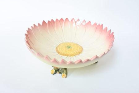 Centrotavola Massier in ceramica barbotine a forma di margherita aperta