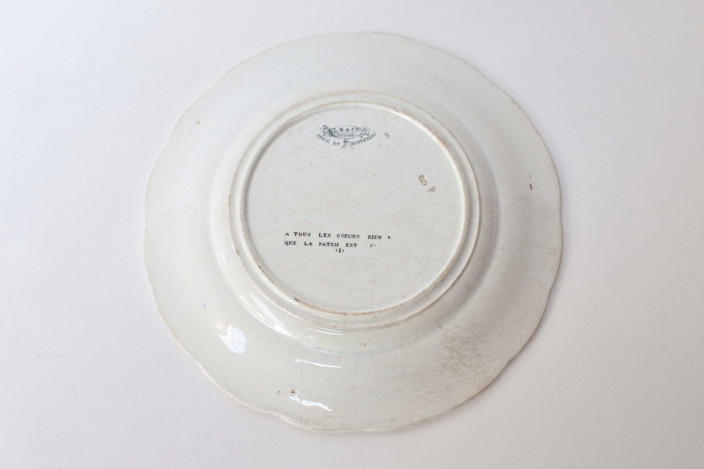 Piatto in ceramica con cornice blu decorato con rebus - decoro Piatto in ceramica con cornice blu decorato con rebus - decoro n° 1 - 2