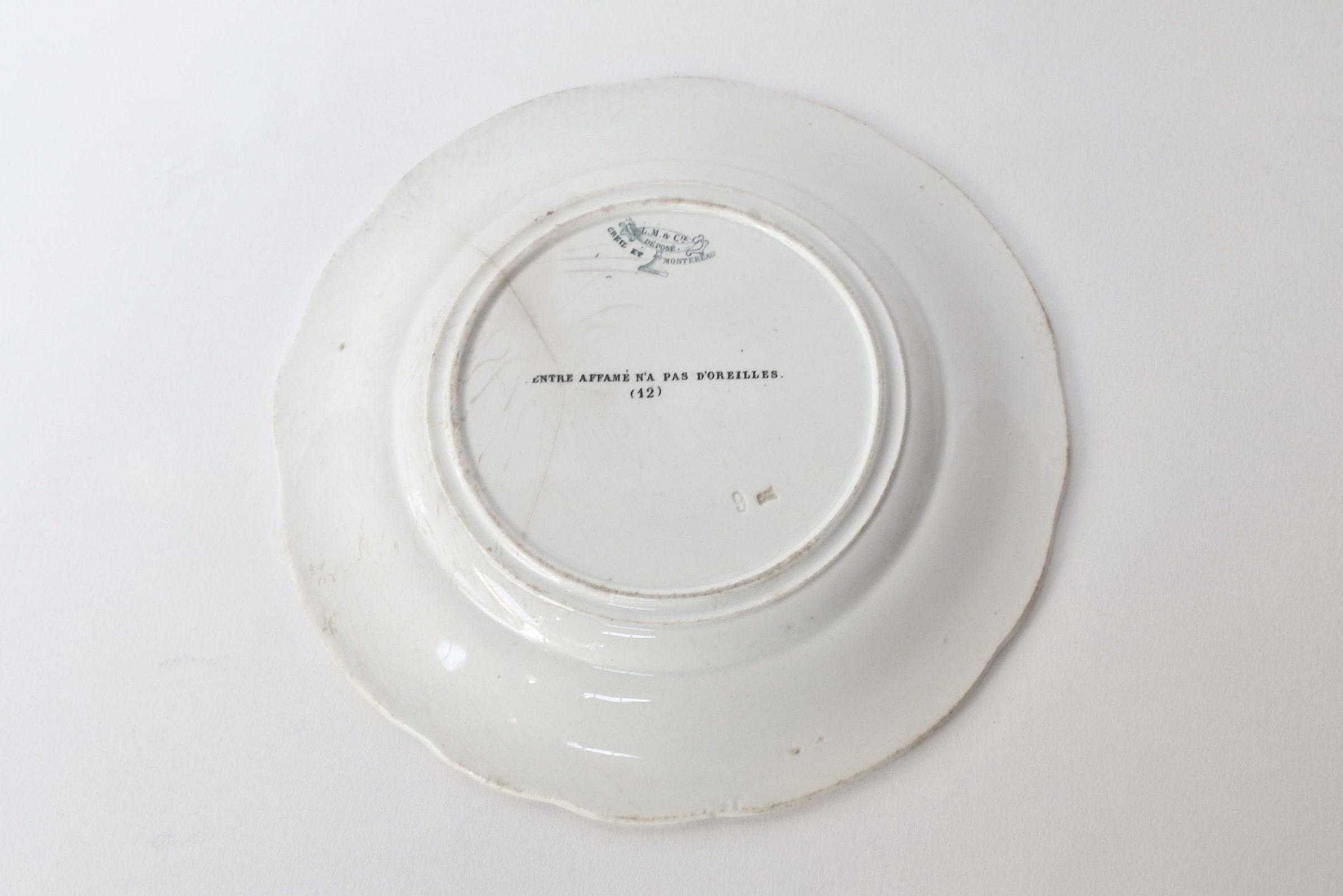 Piatto in ceramica con cornice blu decorato con rebus - decoro n° 12 - 2