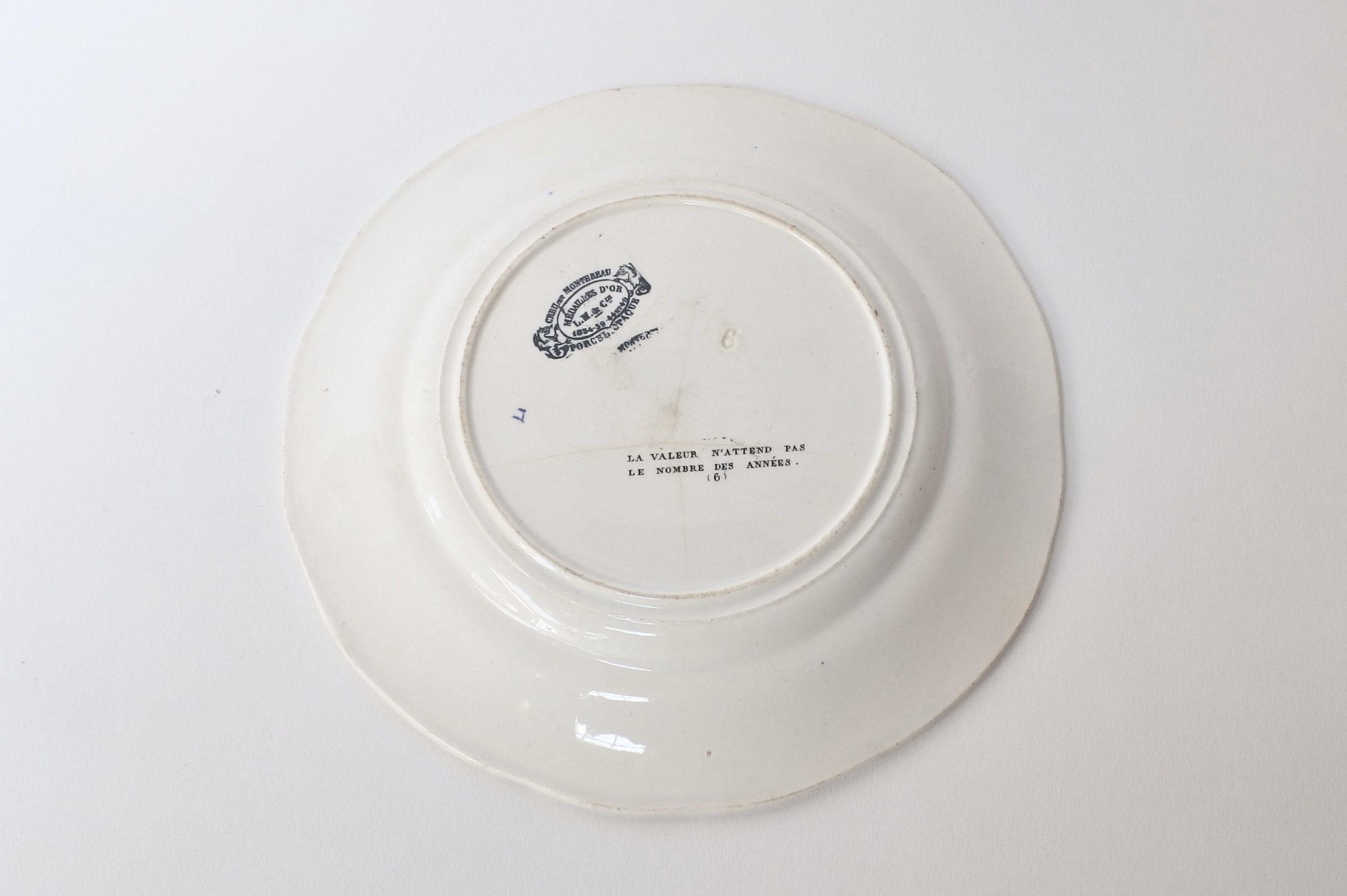 Piatto in ceramica con cornice blu decorato con rebus - decoro n° 6 - 2