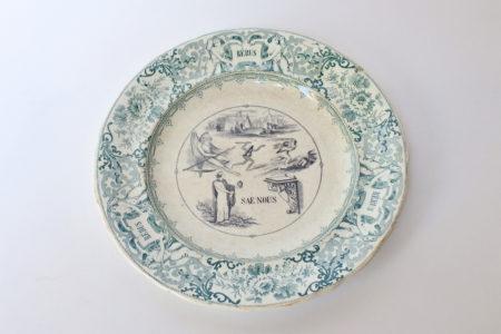 Piatto in ceramica con cornice verde decorato con rebus - decoro n° 10