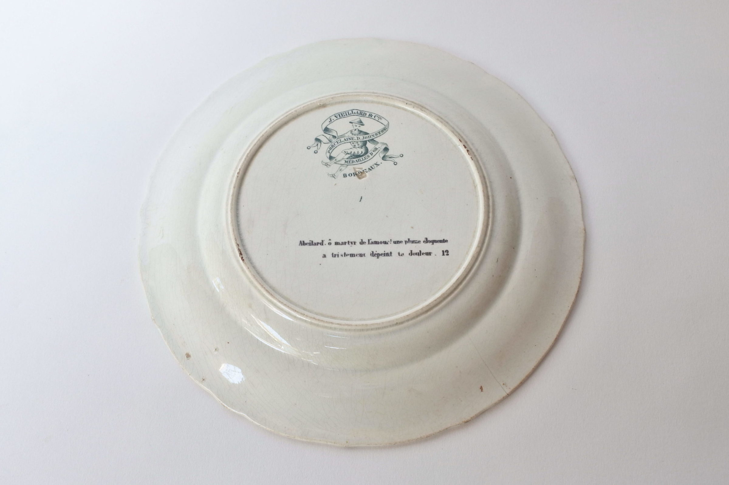 Piatto in ceramica con cornice verde decorato con rebus - decoro n° 12 - 2