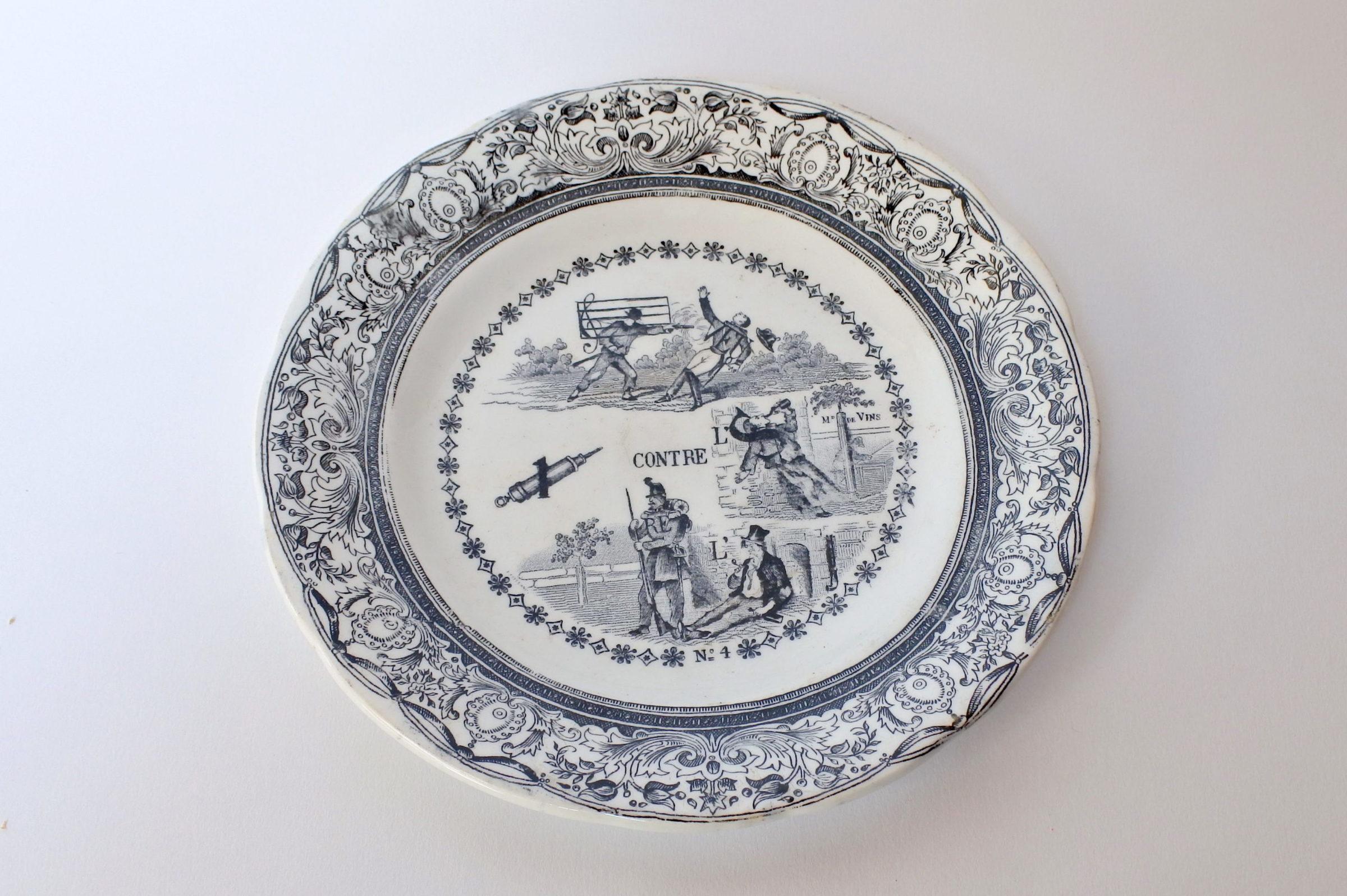 Piatto in ceramica di Gien decorato con rebus - decoro n° 4