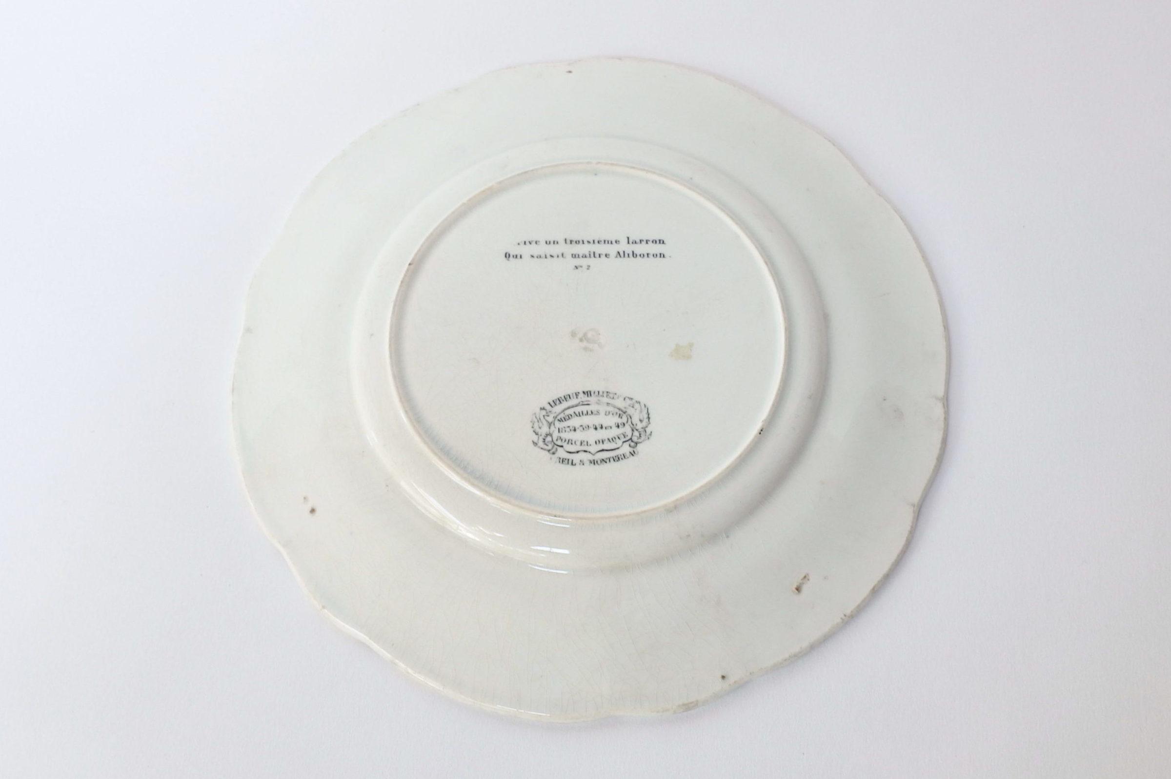 Piatto in ceramica monocromatico nero decorato con rebus - decoro n° 2 - 2