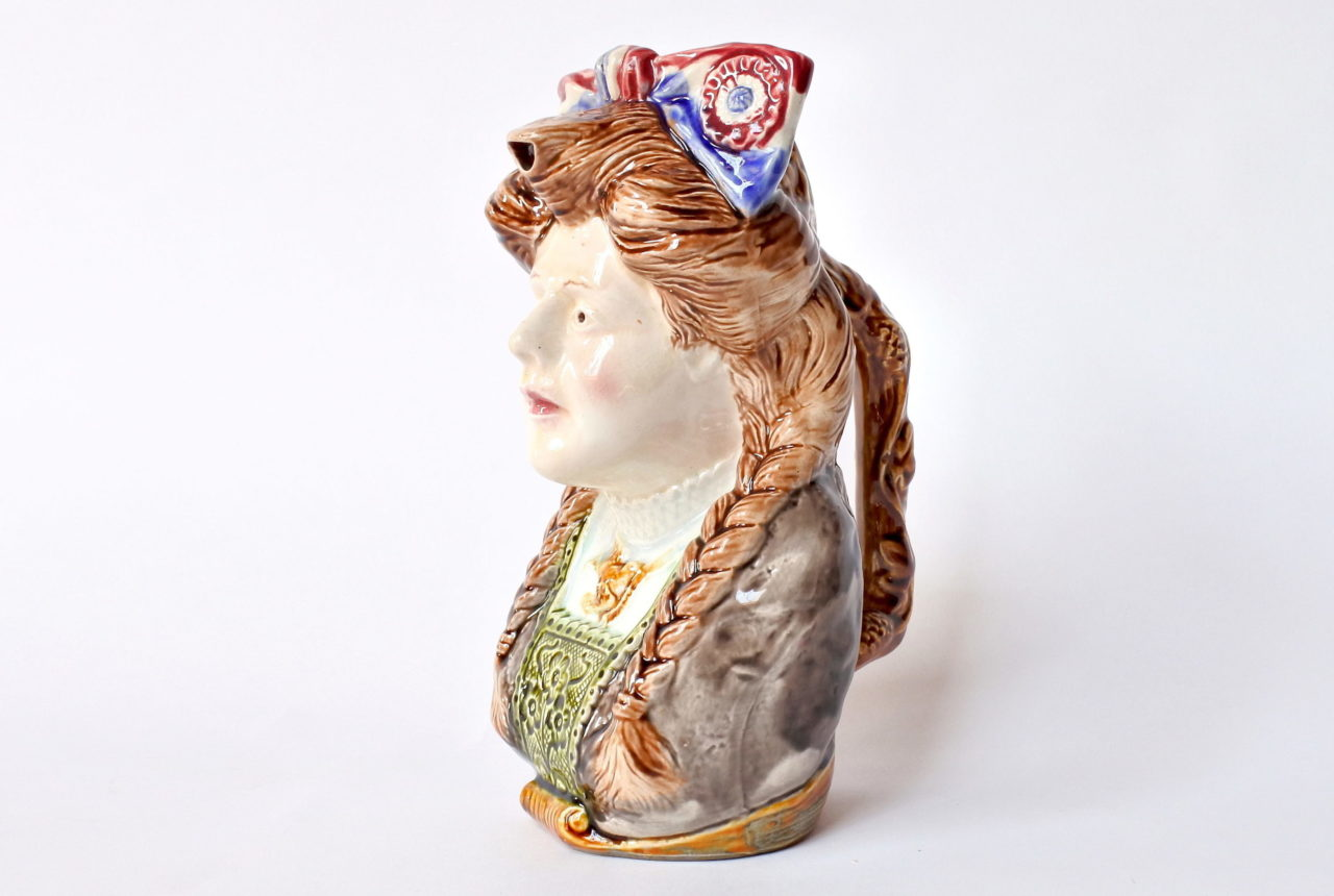 Brocca in ceramica barbotine a forma di volto donna - Onnaing n° 808