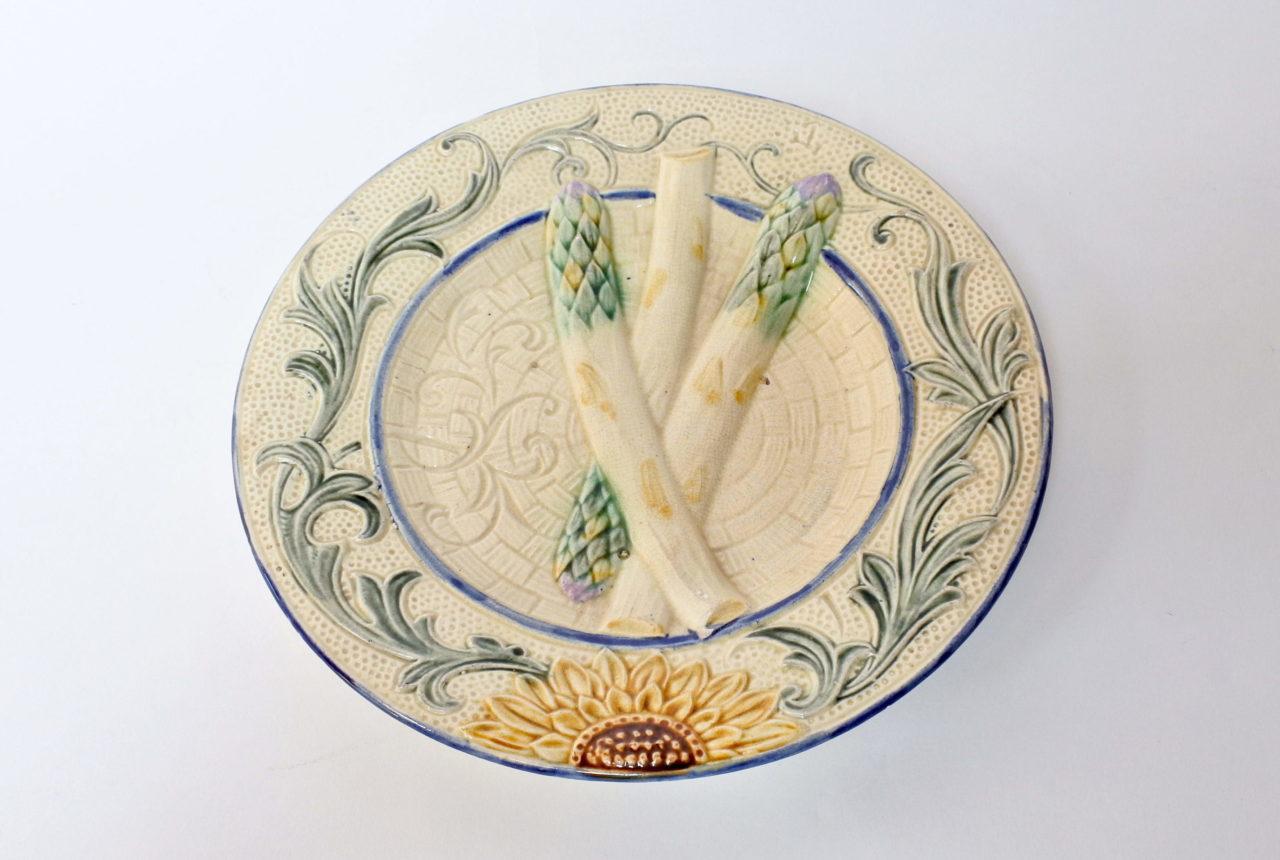 Piatto in ceramica barbotine per asparagi con girasole