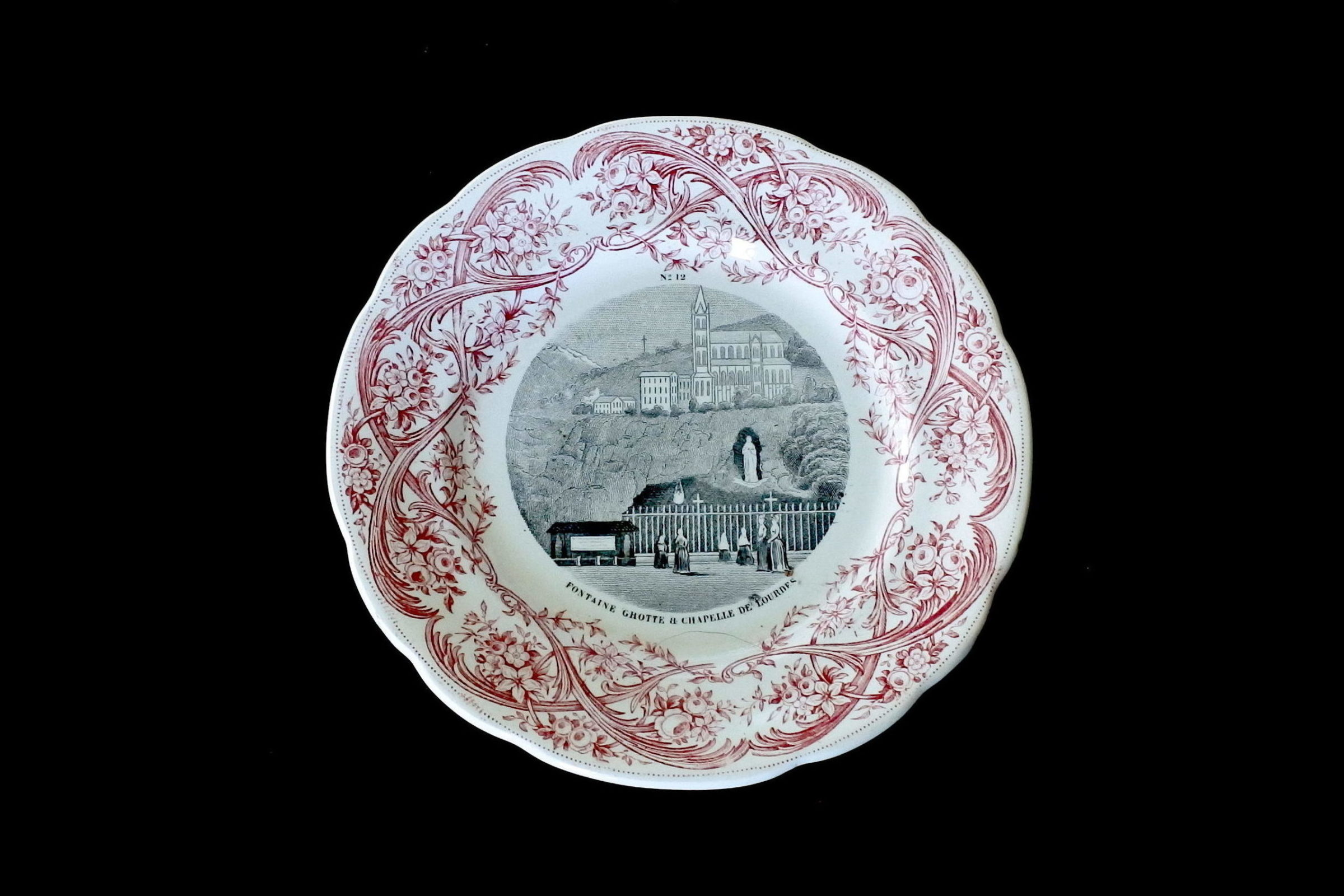 Serie completa di 12 piatti in ceramica dedicati alla vita di Bernadette - 13