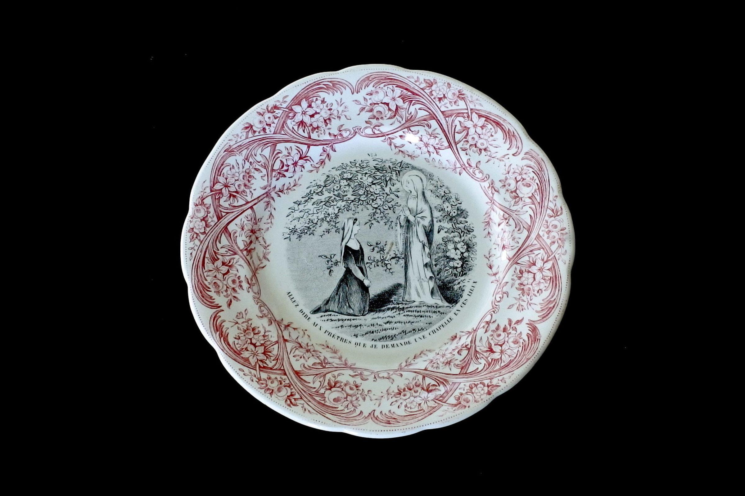 Serie completa di 12 piatti in ceramica dedicati alla vita di Bernadette - 6