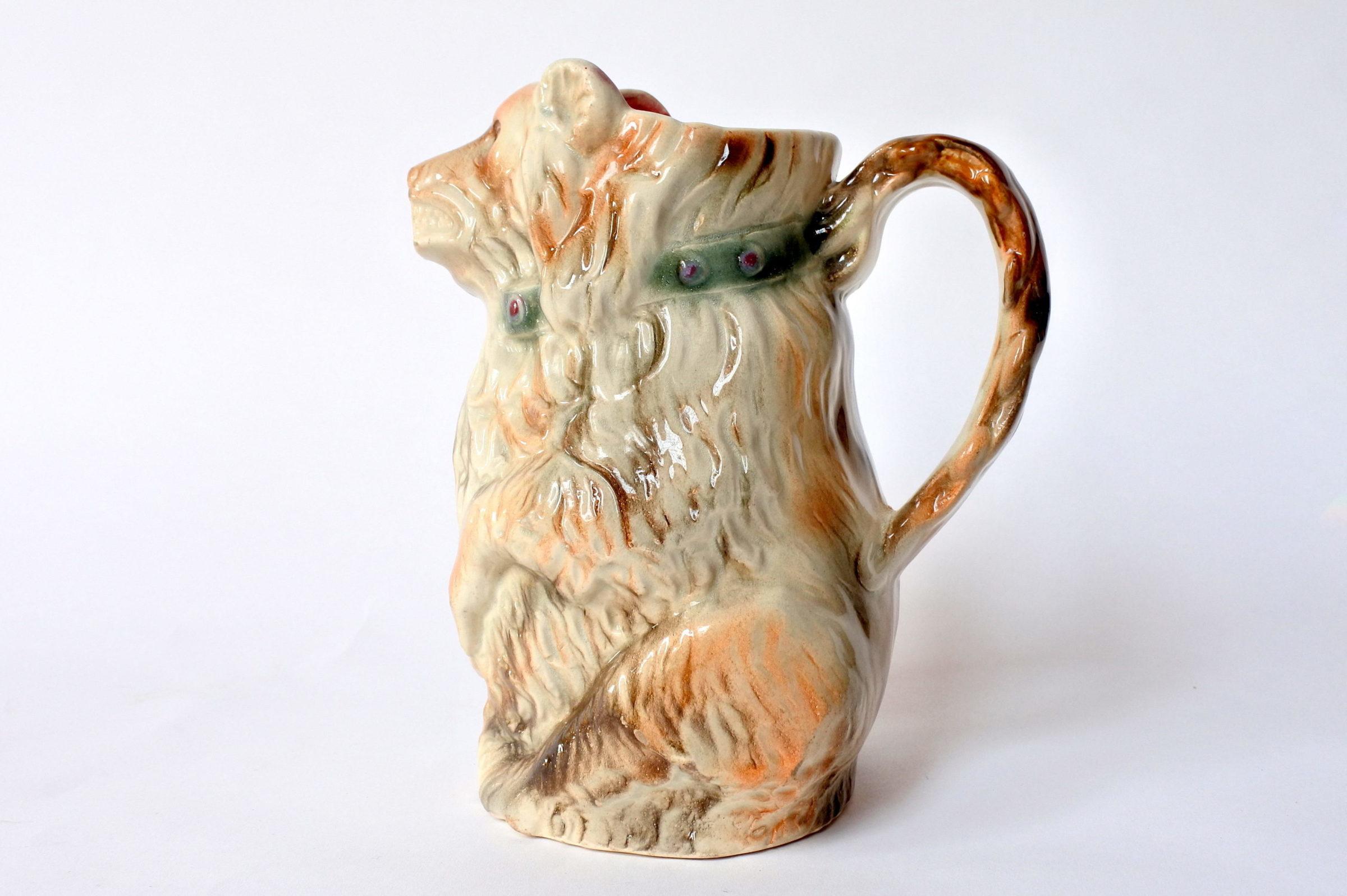 Brocca in ceramica barbotine a forma di orso con tamburo - 2