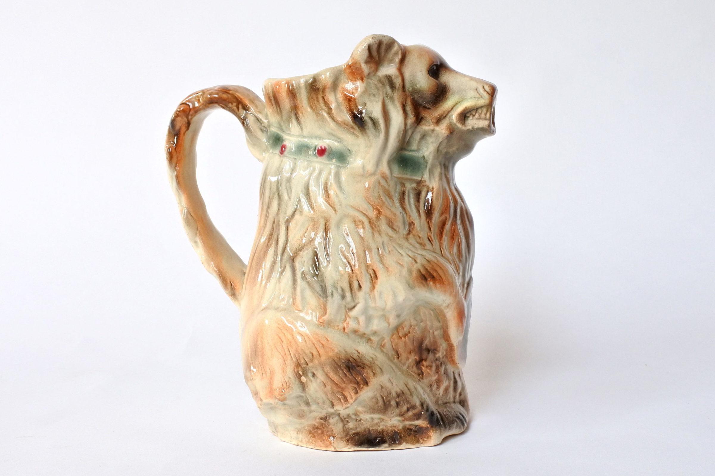 Brocca in ceramica barbotine a forma di orso con tamburo - 4