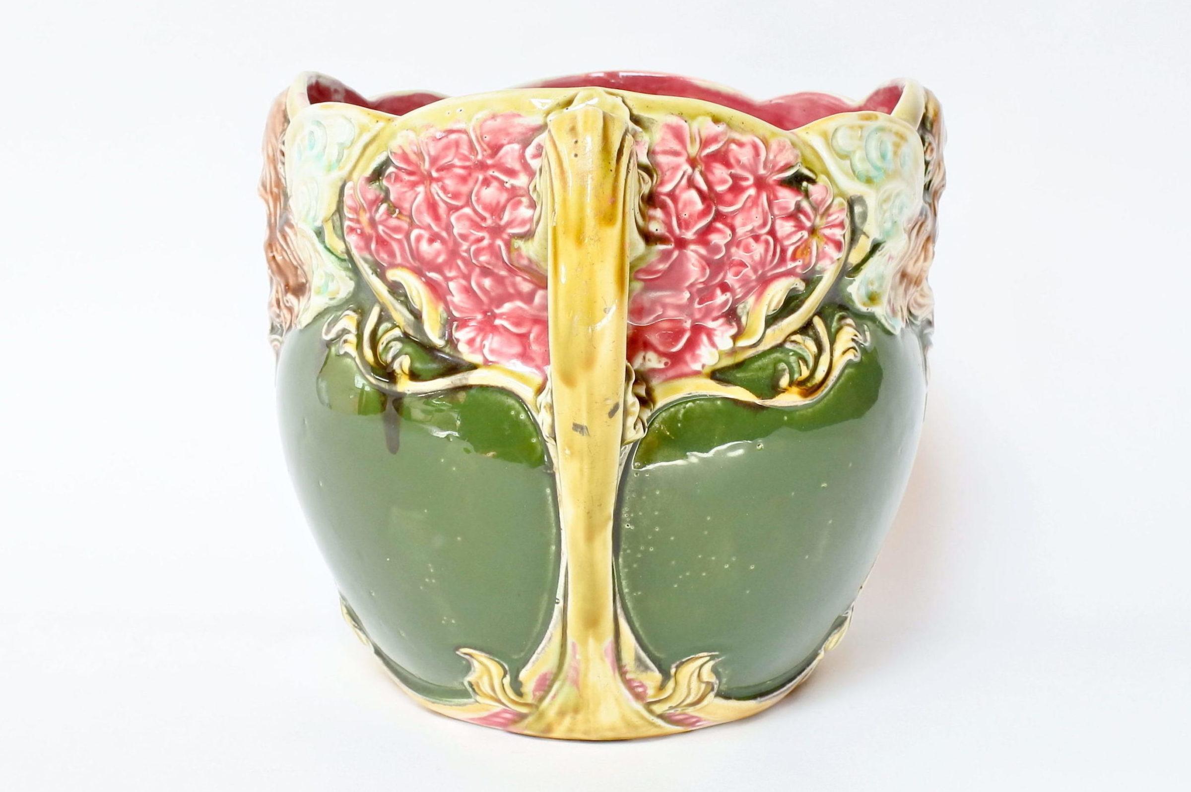 Cache pot in ceramica barbotine decorato con donna alata - Onnaing n° 824 - 2