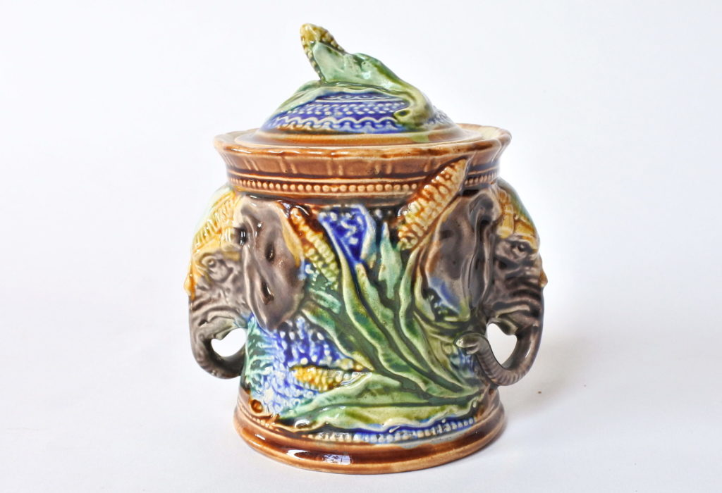Portatabacco con elefanti in ceramica barbotine - Onnaing n° 179