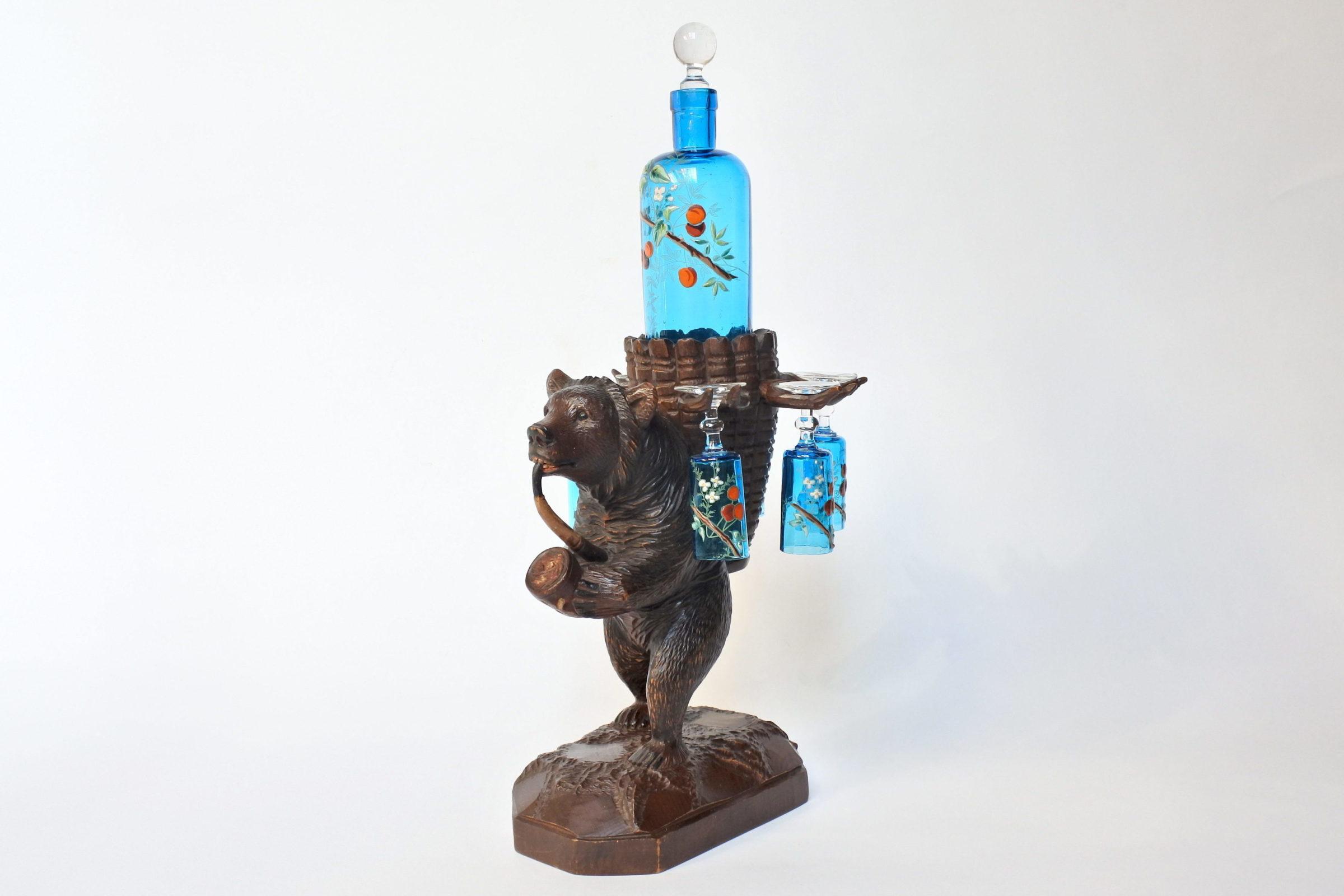 Orso in legno scolpito foresta nera con funzione di portabottiglia e bicchierini