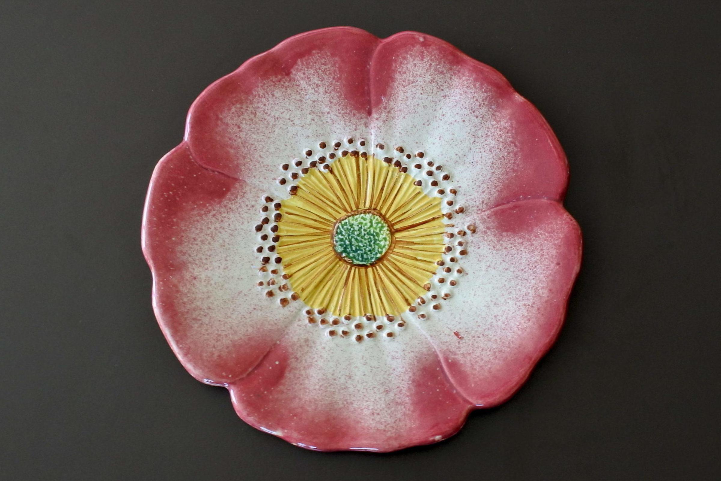 Piatto Massier in ceramica barbotine a forma di rosa canina - Art. 3662/10