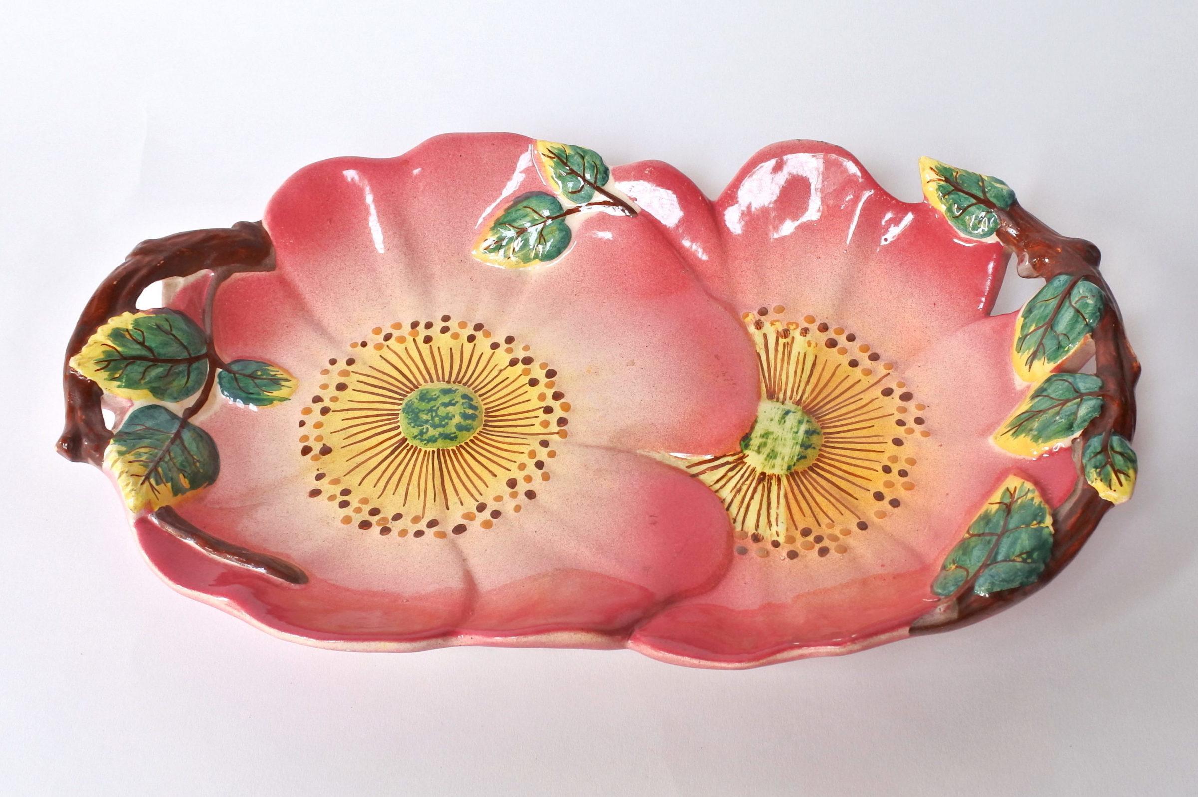 Piatto di servizio in ceramica barbotine a forma di rose canine - Massier
