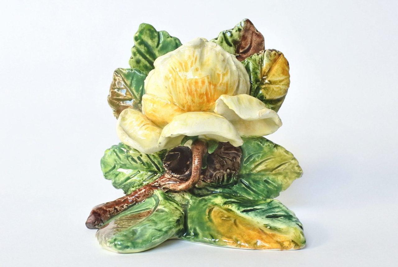 Porta menu o segnaposto in ceramica barbotine a forma di rosa gialla - Massier