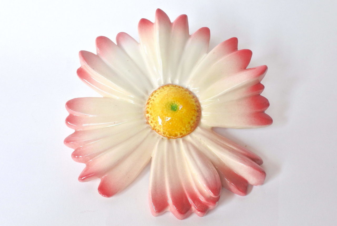Portafiori da muro in ceramica barbotine a forma di margherita rosa - Massier