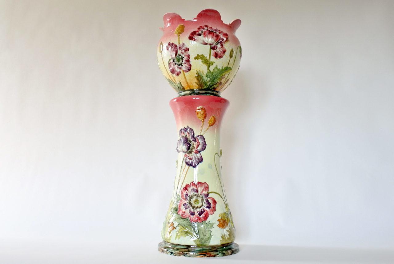 Cache pot e colonna in ceramica barbotine con papaveri e boccioli - Massier