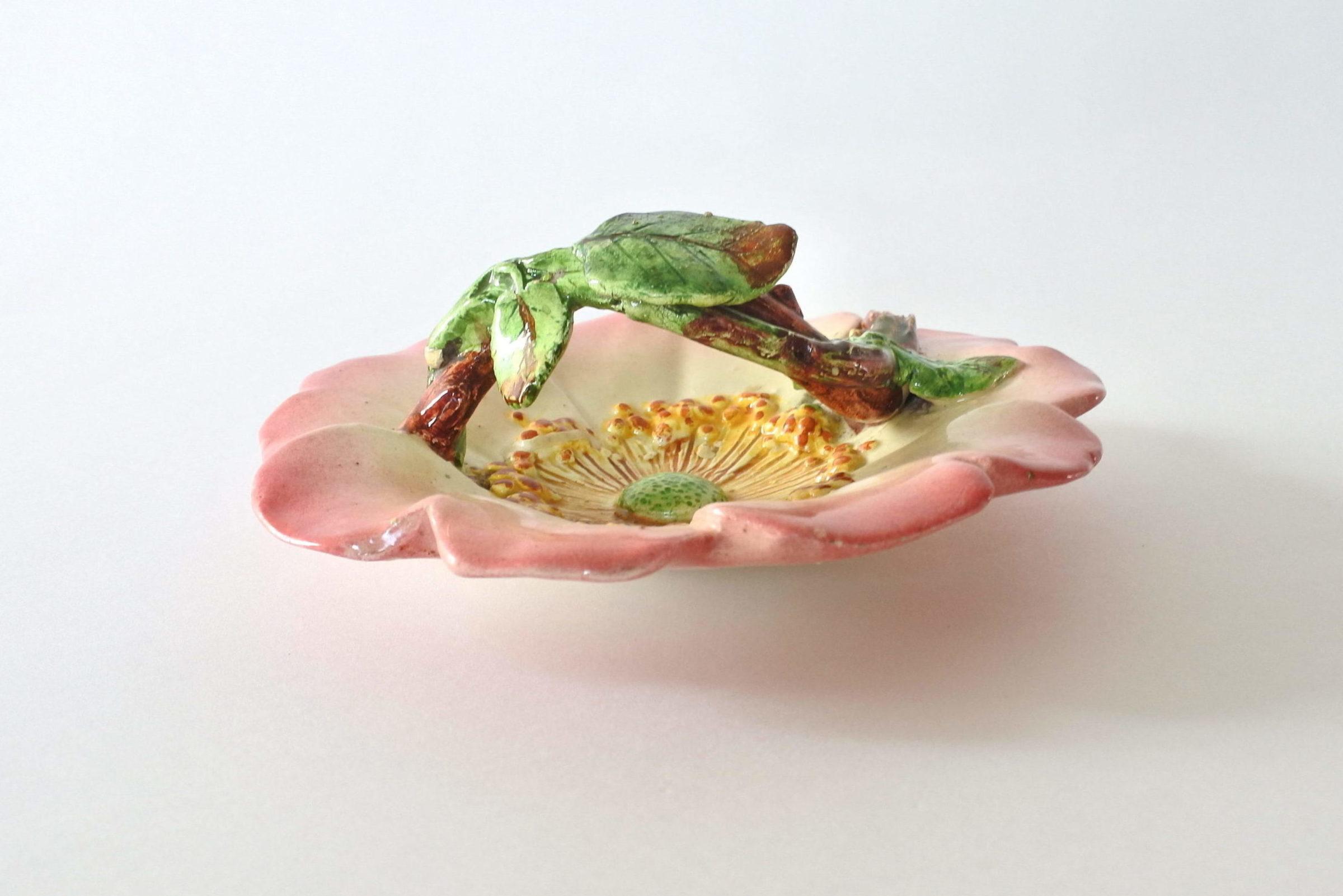 Cestino in ceramica barbotine a forma di rosa canina - Delphin Massier - 2