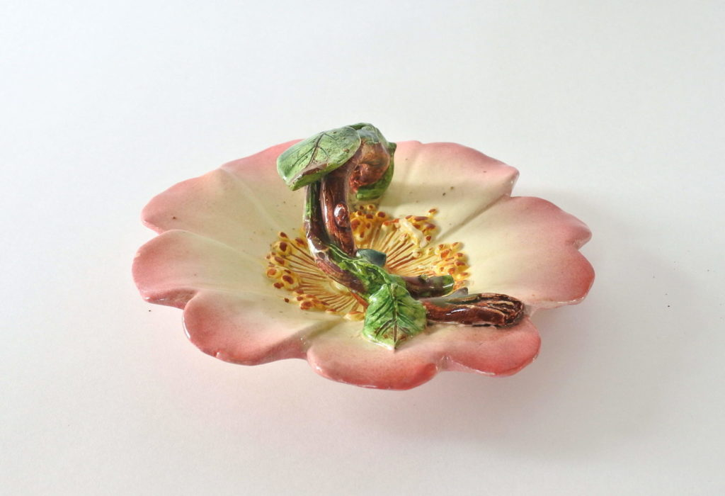 Cestino in ceramica barbotine a forma di rosa canina - Delphin Massier - 3