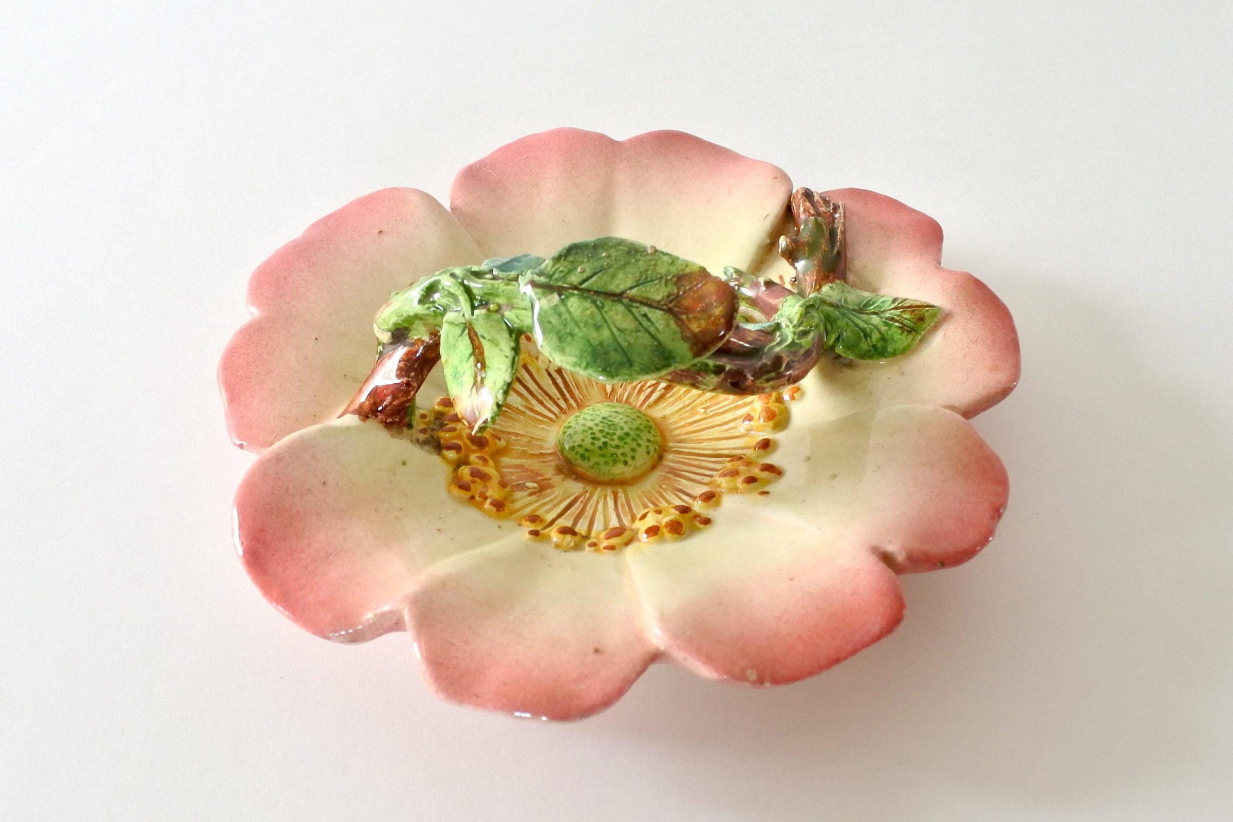 Cestino in ceramica barbotine a forma di rosa canina - Delphin Massier