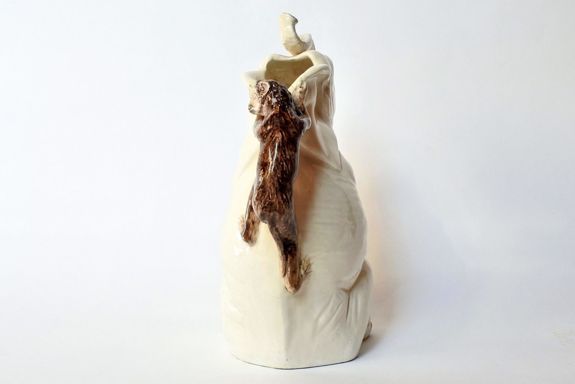 Rarissima brocca Massier in ceramica barbotine a forma di elefante con scimmia - 3