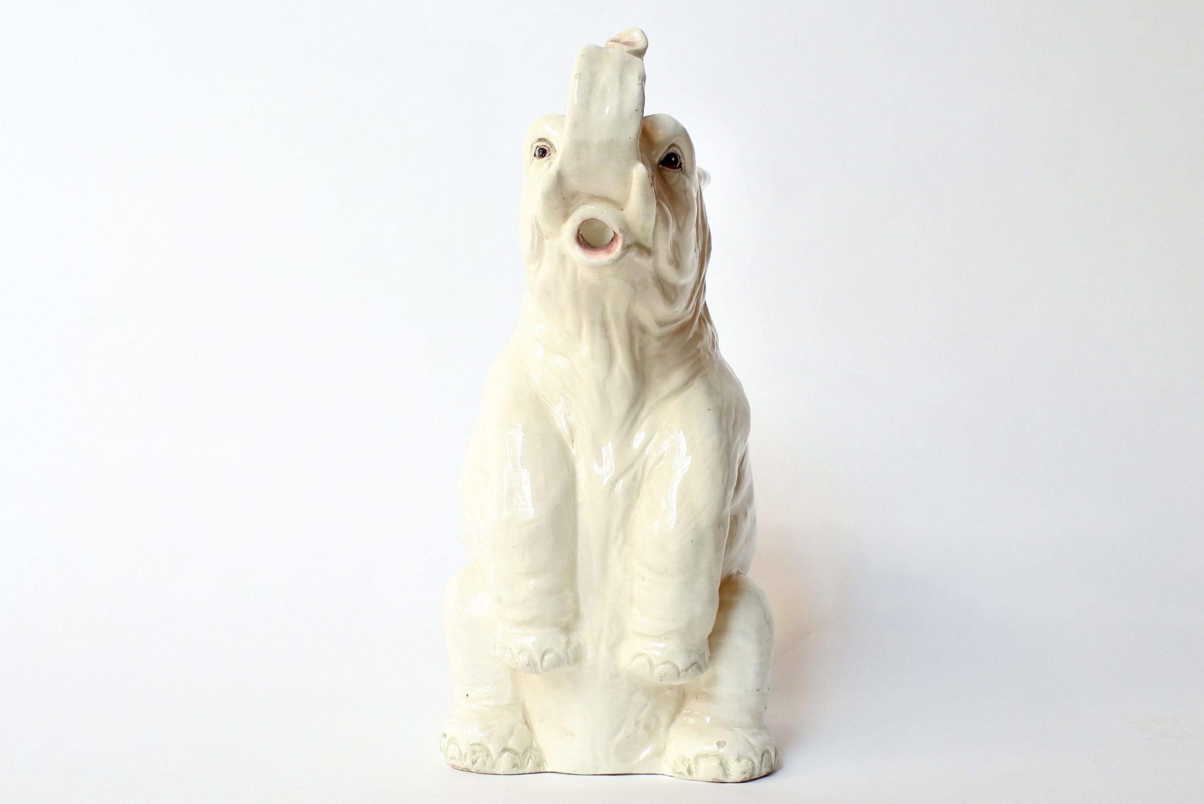 Rarissima brocca Massier in ceramica barbotine a forma di elefante con scimmia - 5