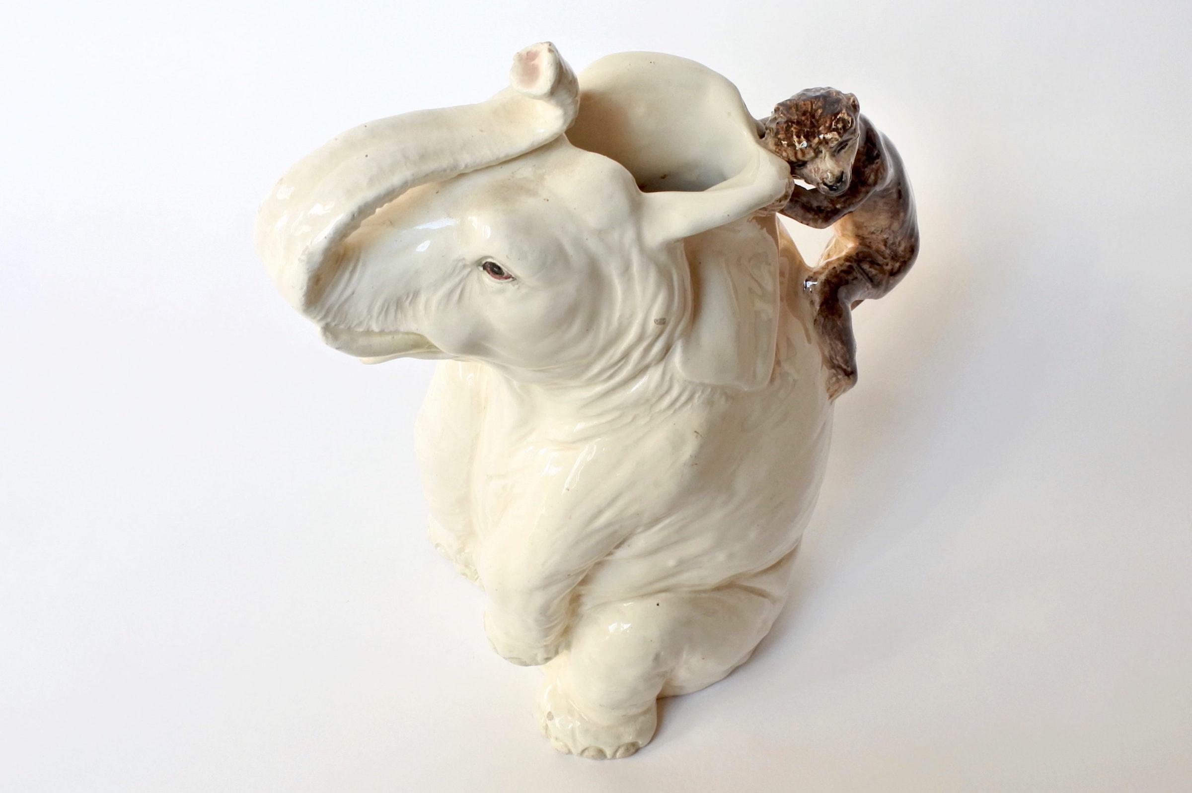 Rarissima brocca Massier in ceramica barbotine a forma di elefante con scimmia - 6