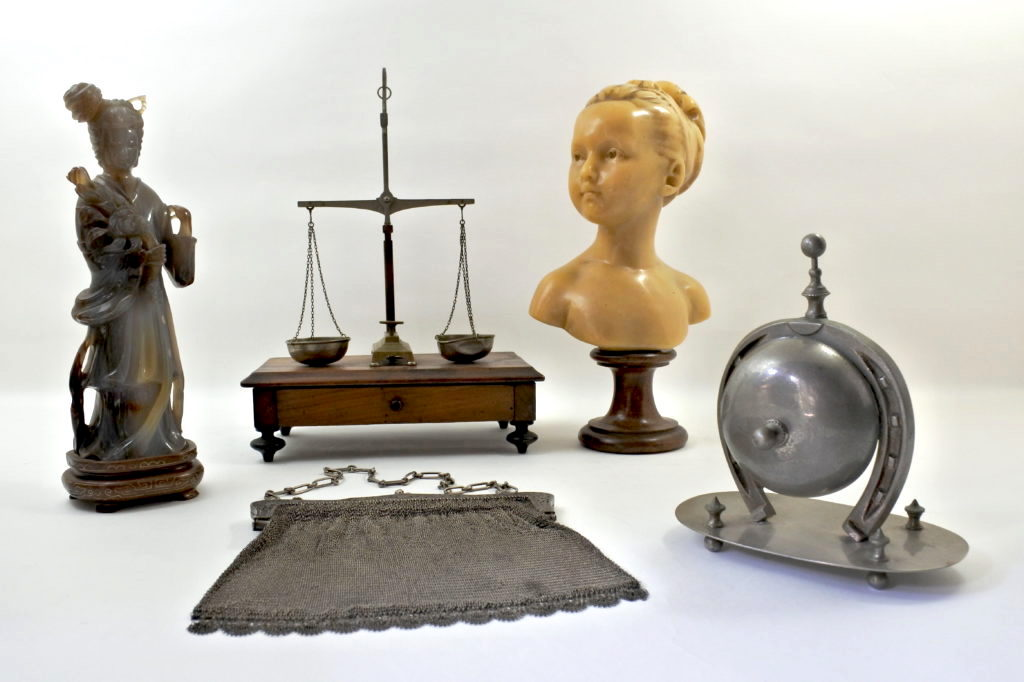Articoli vari antichi e di antiquariato