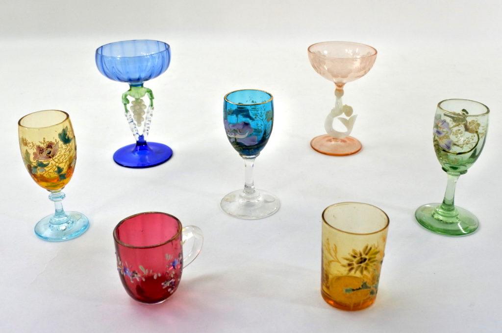 Bicchierini da rosolio antichi di antiquariato da collezionismo in vetro soffiato e smalti