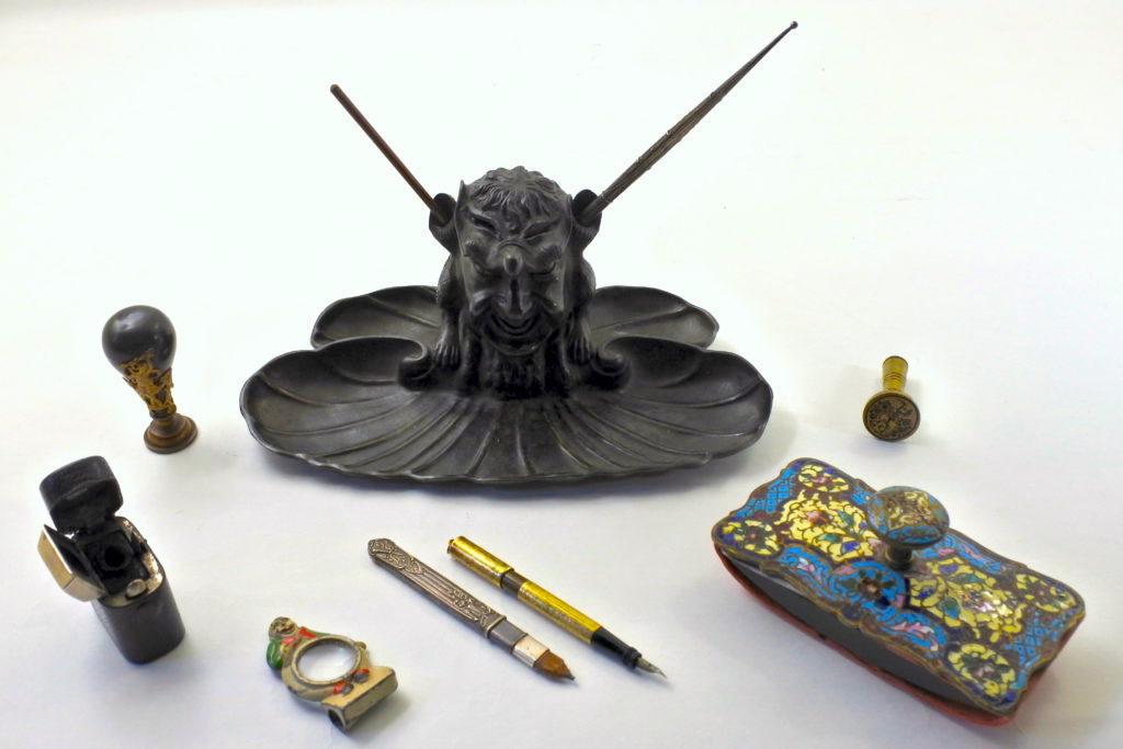 Calamai ed oggetti per scrittura antichi e di antiquariato