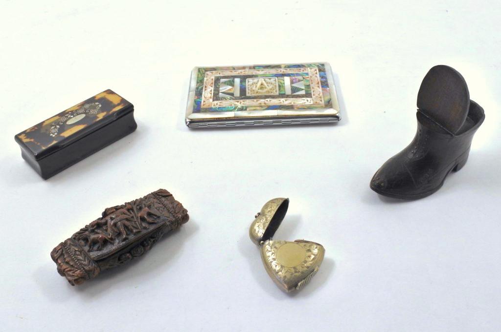 Oggetti da fumo da collezionismo antichi e di antiquariato
