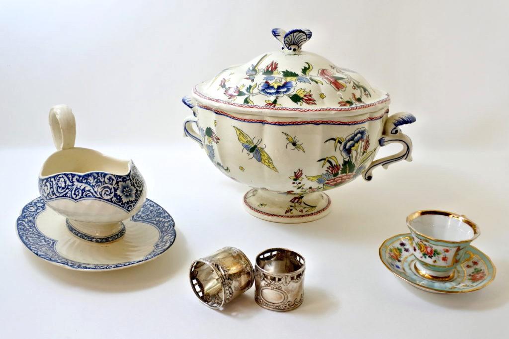 Oggetti da tavola in ceramica e porcellana antichi e di antiquariato